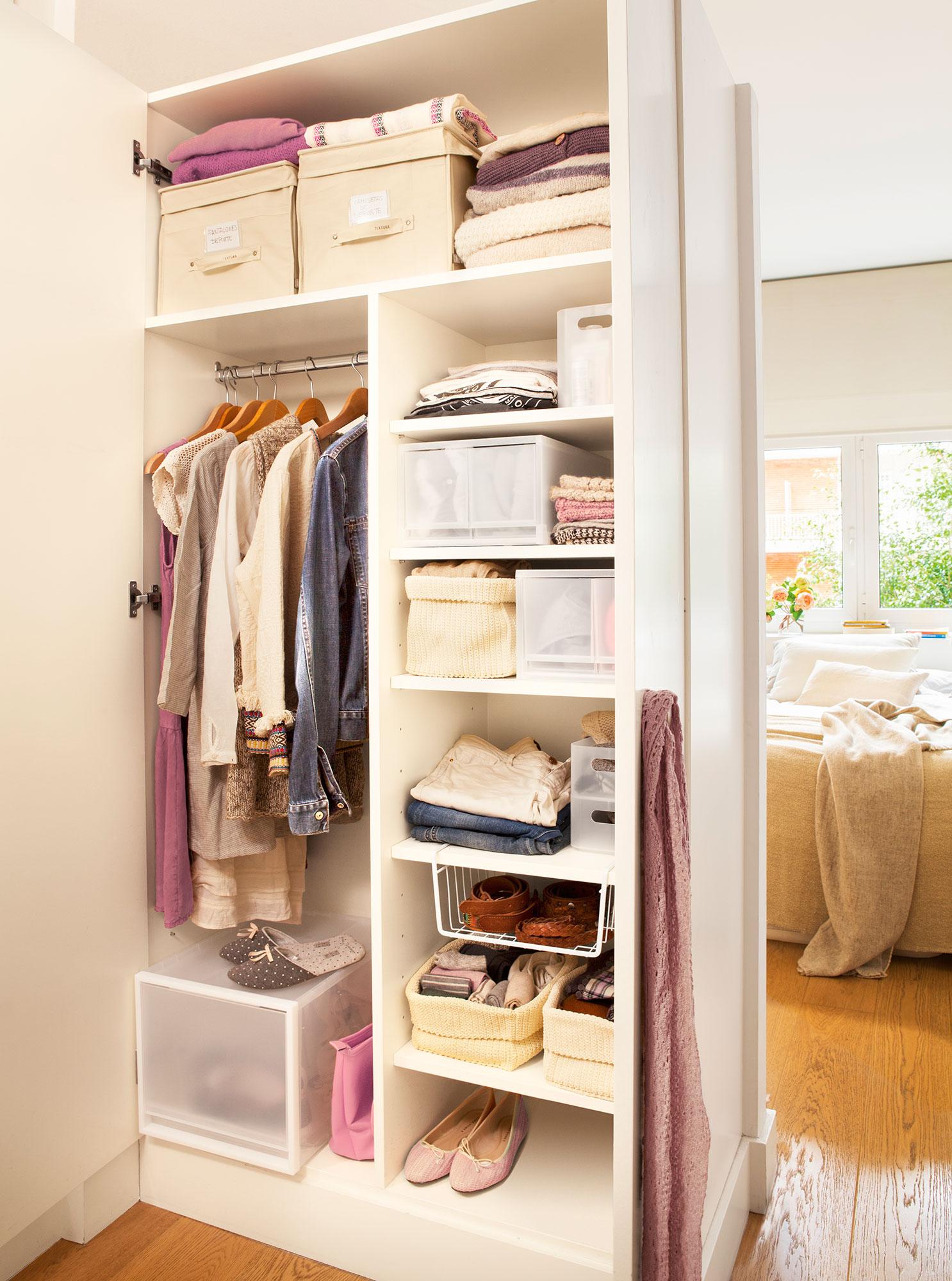Vestidor en orden c mo organizarlo para que sea c modo for Cajas para guardar ropa armario