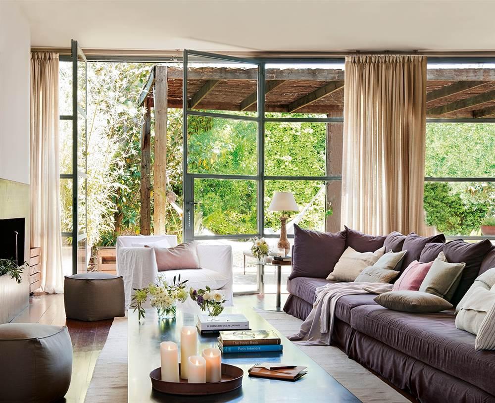 una reforma para convertir un almac n en una casa de dos. Black Bedroom Furniture Sets. Home Design Ideas