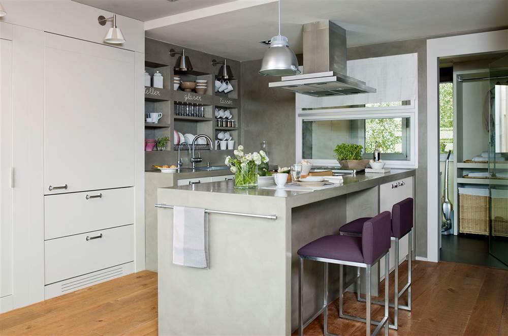Dise o de una cocina con barra de desayuno for Sillas para islas de cocina