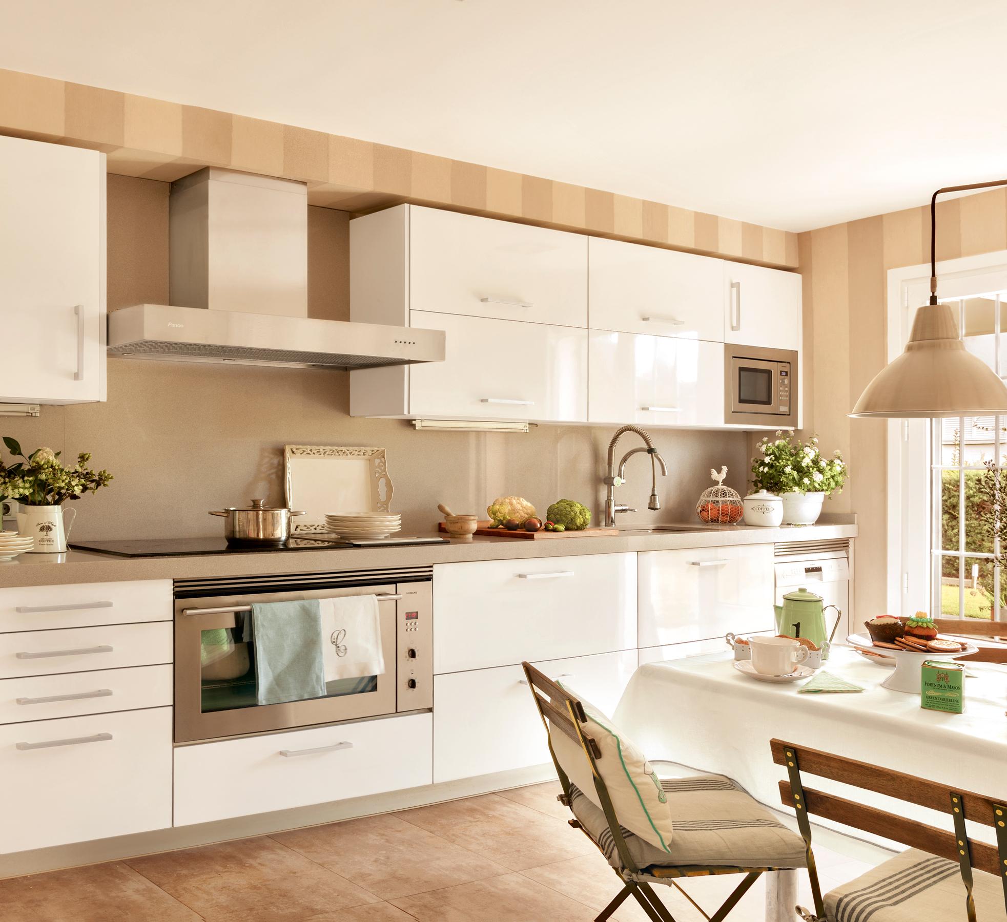 Renovar la cocina sin obras 10 reformas low cost for Cocinas claras modernas