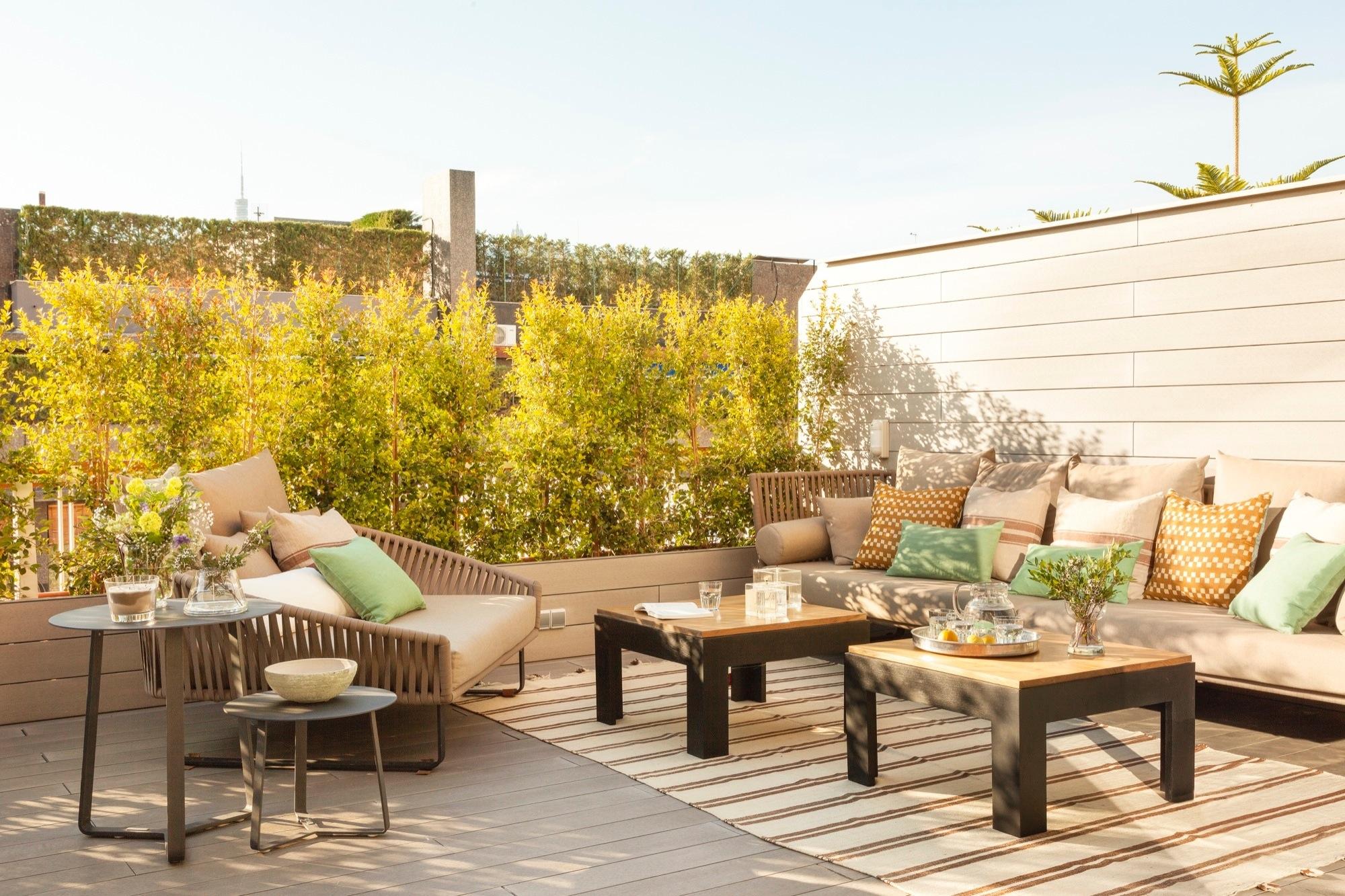 La terraza perfecta que conquist a los due os for Mesa exterior terraza