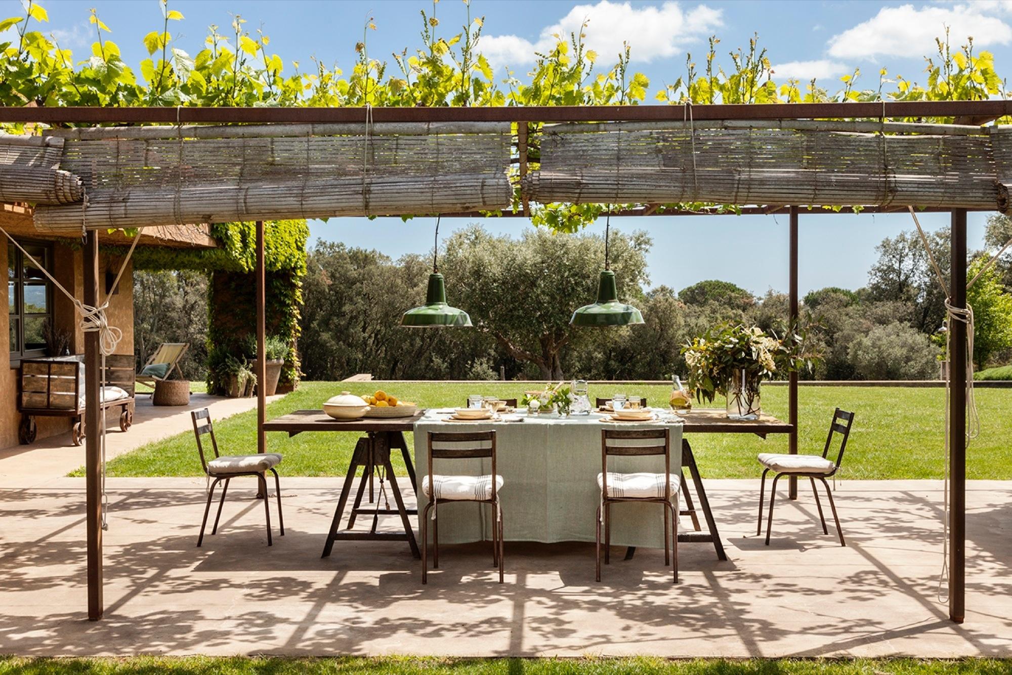 Casa de campo con mucho estilo for Mesa comedor exterior