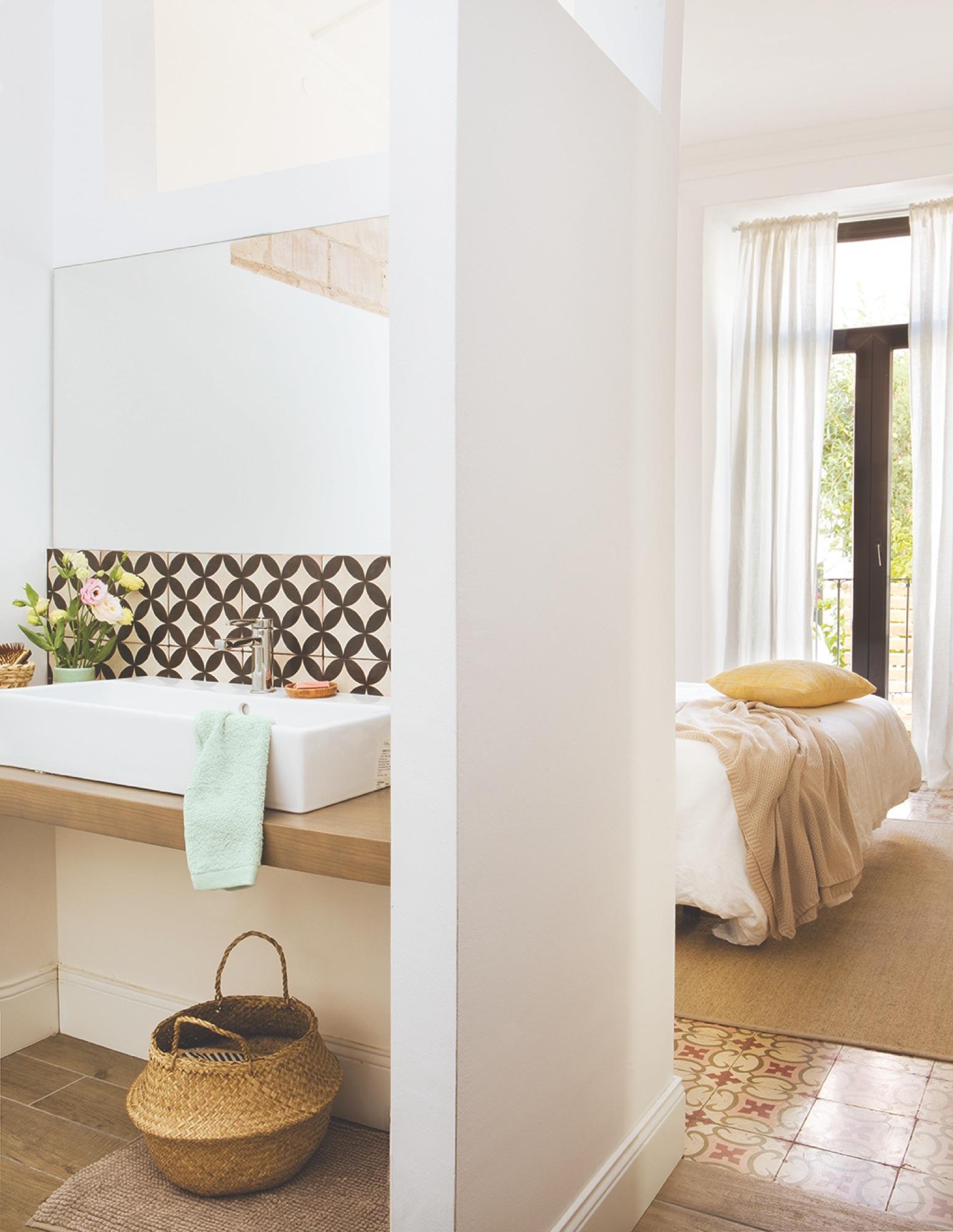 Sofá Soft Rock proyecto de interiorismo Gems Barcelona - baño