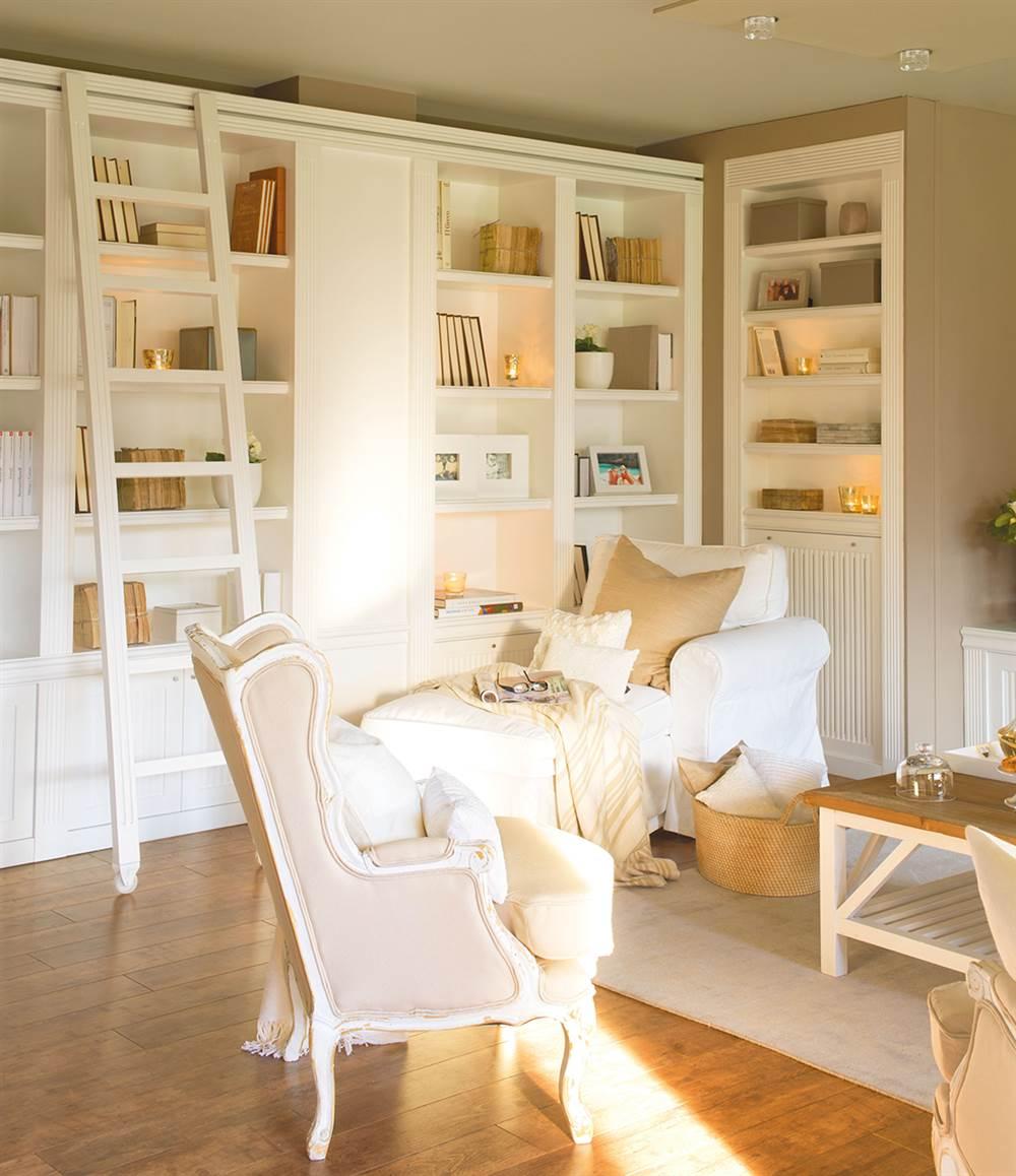 A estos 7 muebles a medida no se les escapa ni un cm for Muebles librerias para salon
