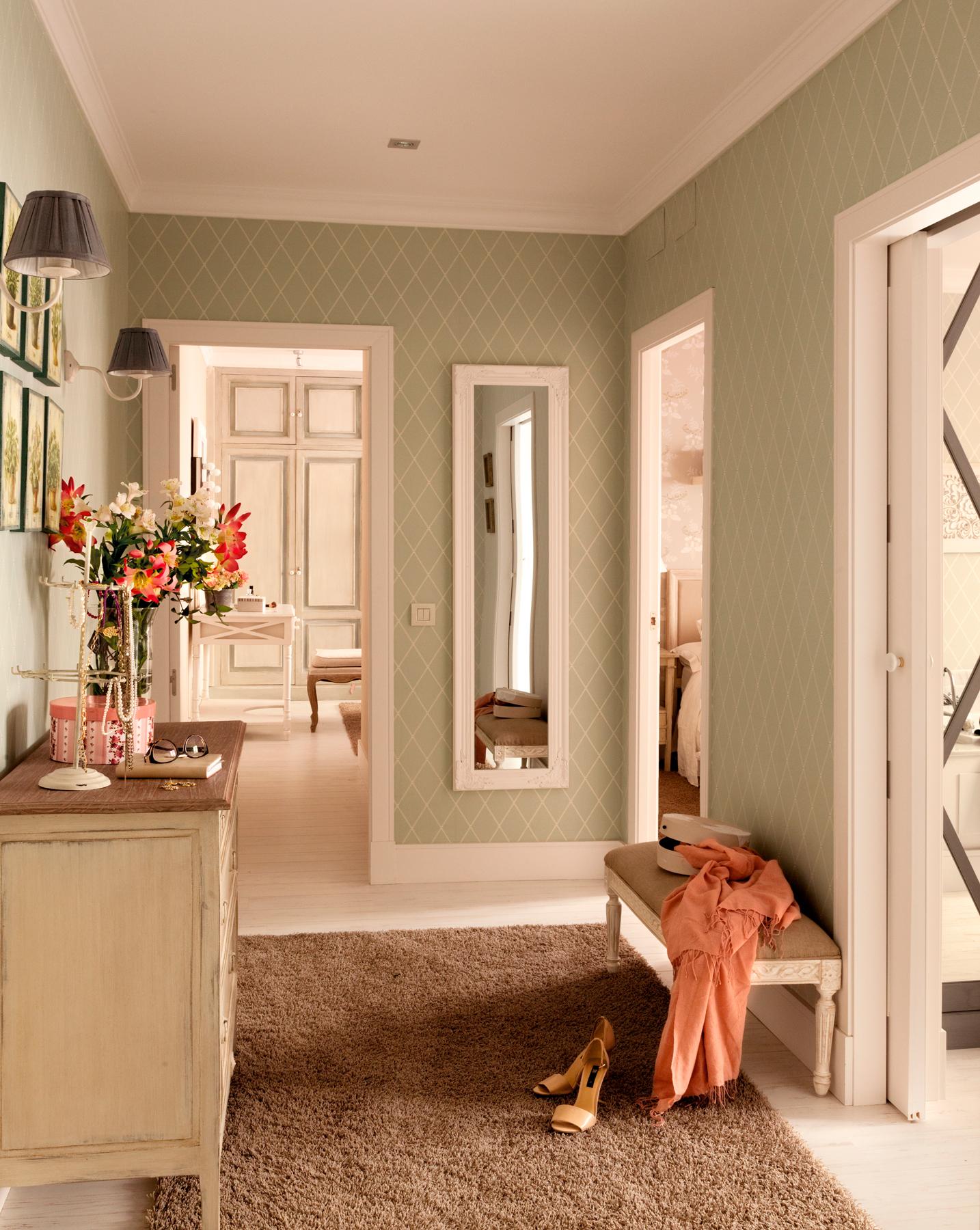recibidor con papel pintado a rombos en verde y lneas blancas con espejo - Papel Pintado Recibidor
