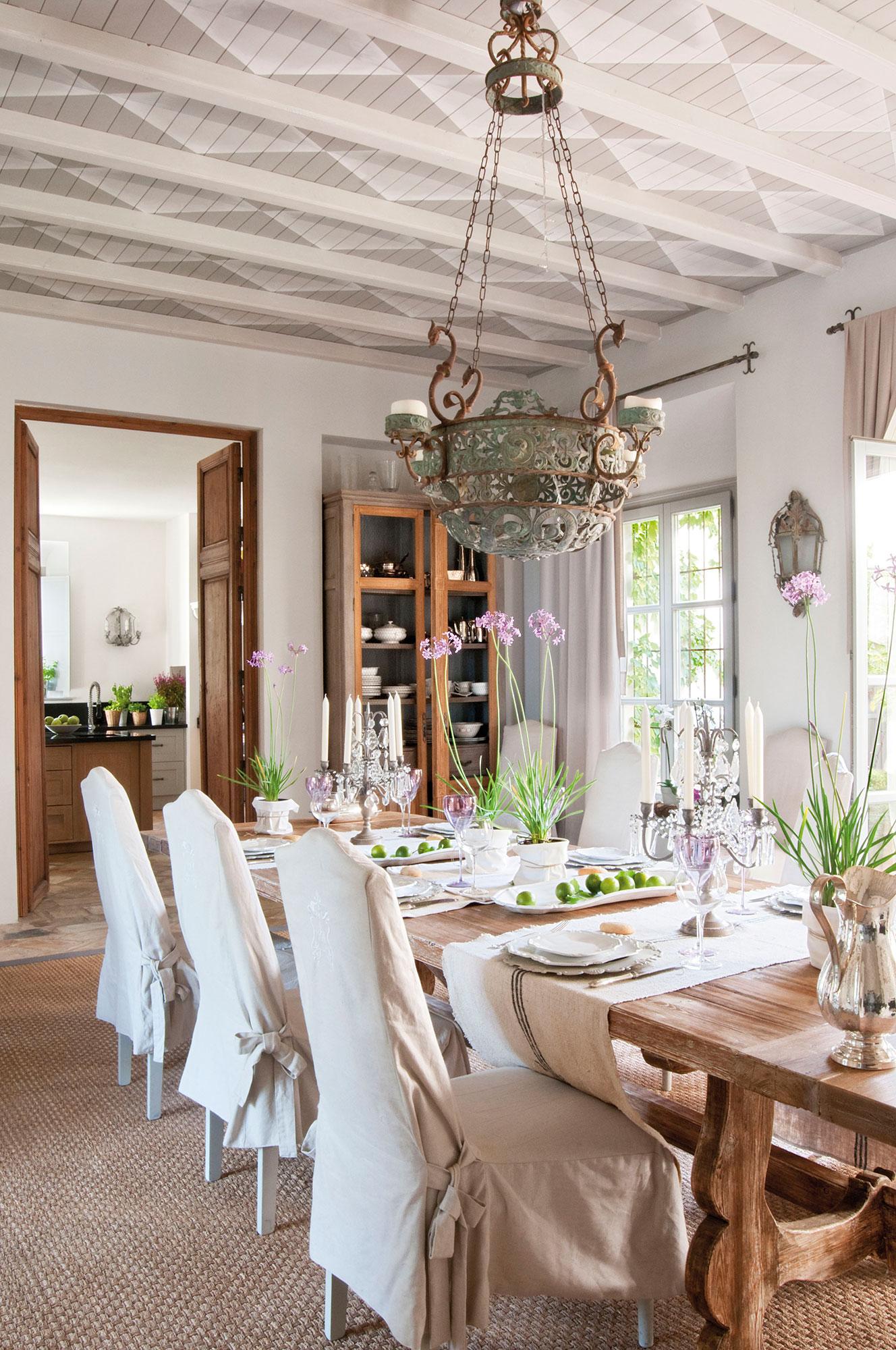 Vigas decorativas c mo integrarlas en la decoraci n - Como colocar pladur en techo ...
