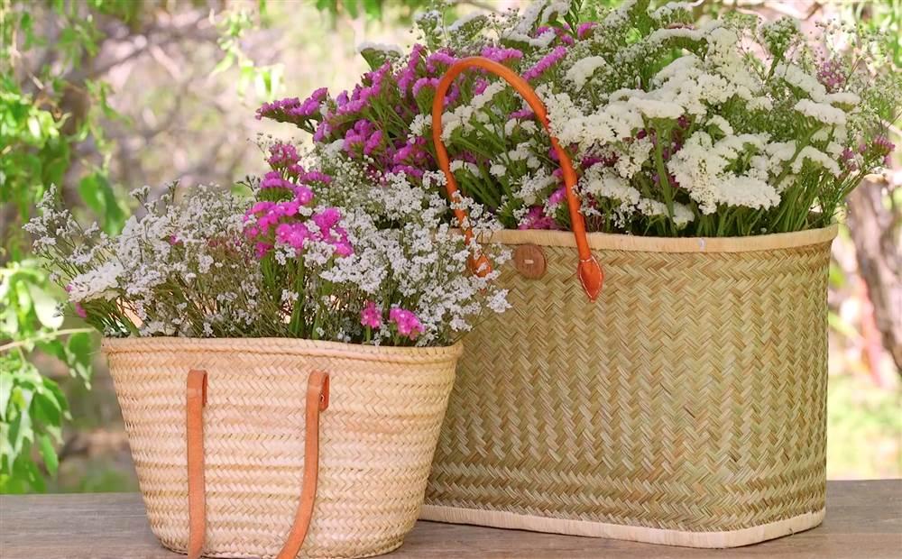 Aprende a hacer ramos r sticos con cestas y capazos de - Cestas de mimbre pequenas ...