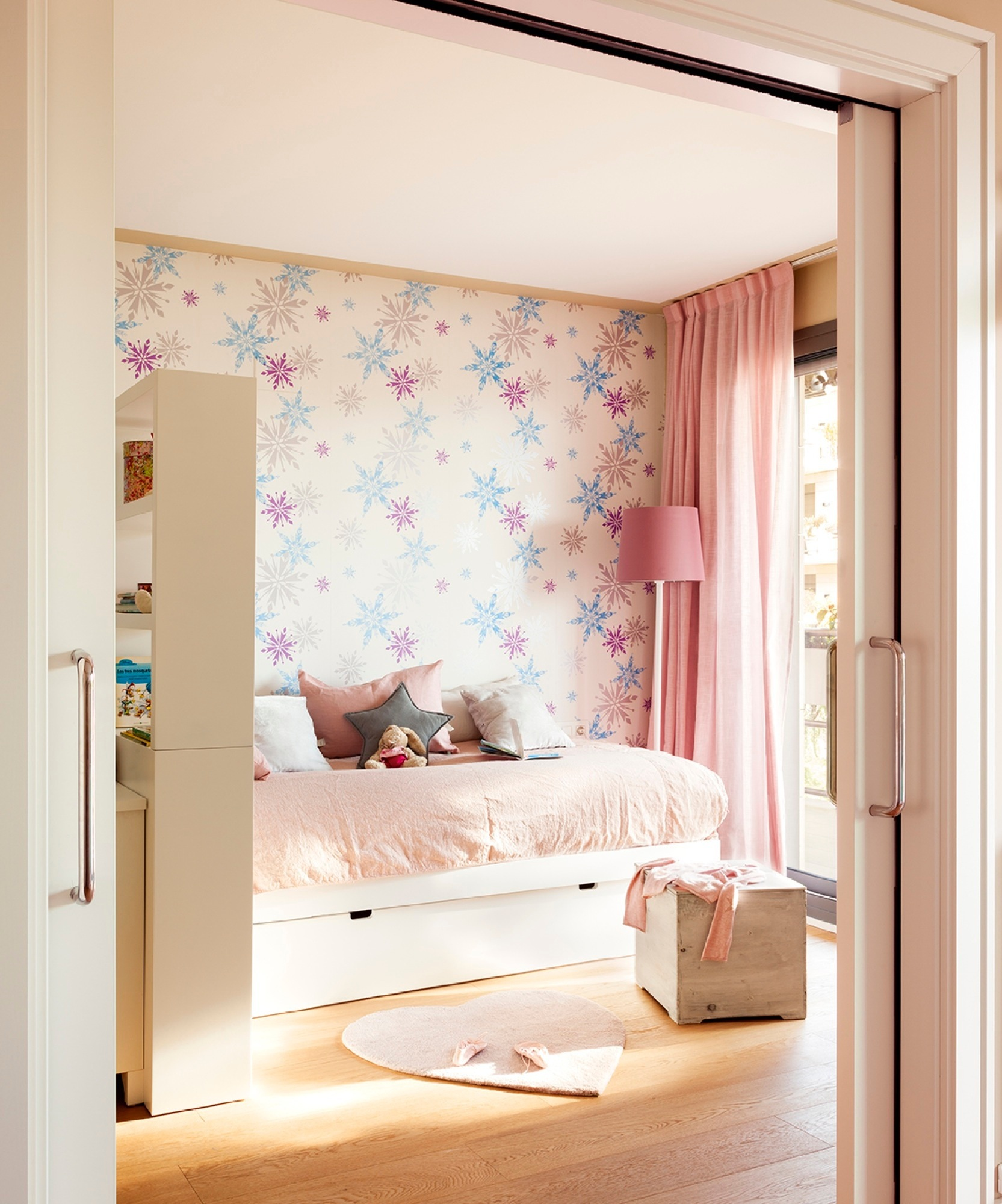 Decora tu casa con papel pintado for Papel pared dormitorio