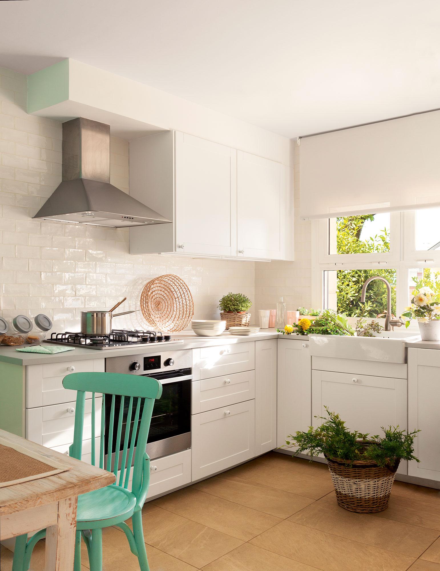 10 ideas infalibles para multiplicar la luz en la cocina - Cocinas en blanco ...
