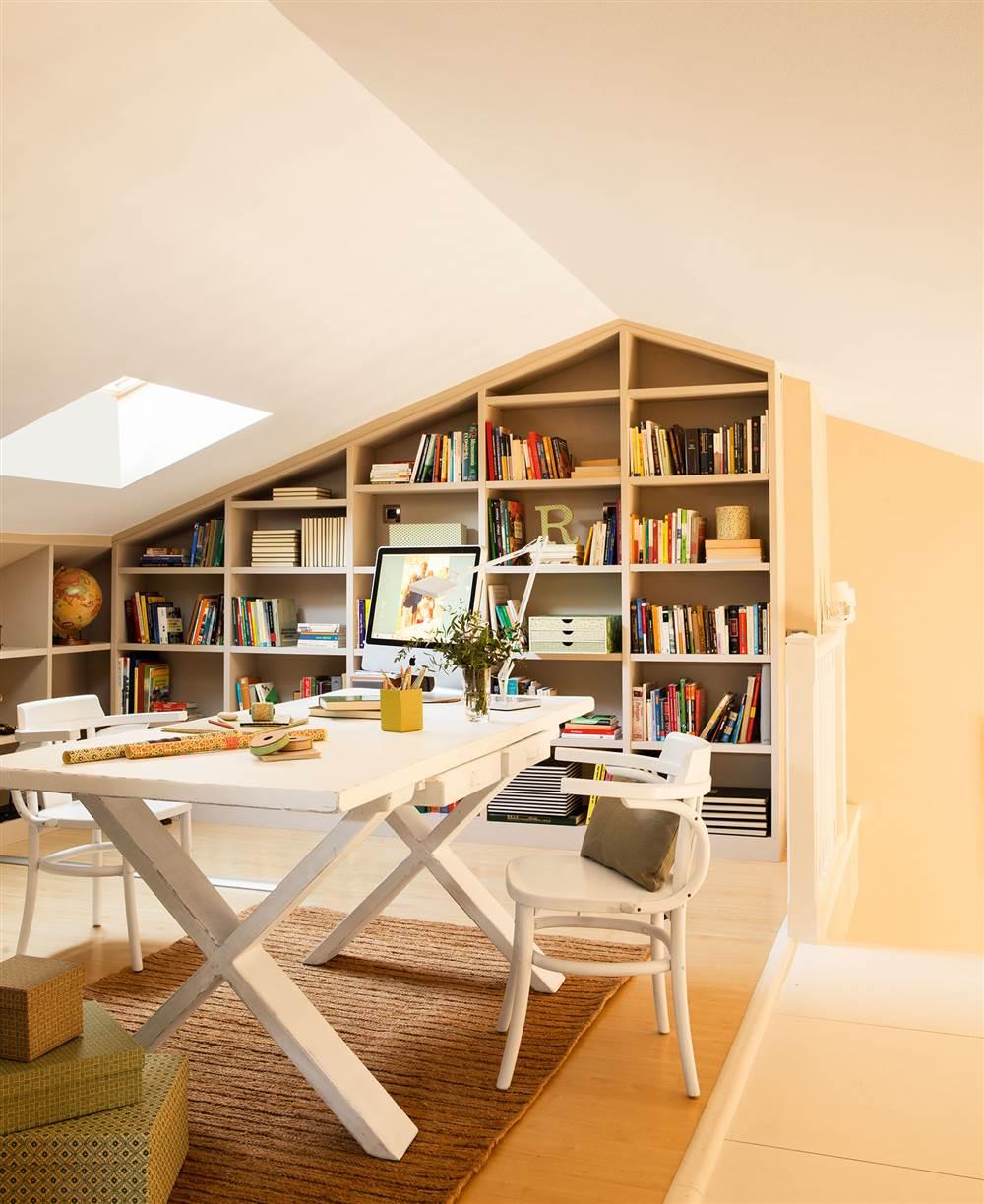 10 librer as pr cticas y decorativas para toda la casa - Casas con buhardilla ...