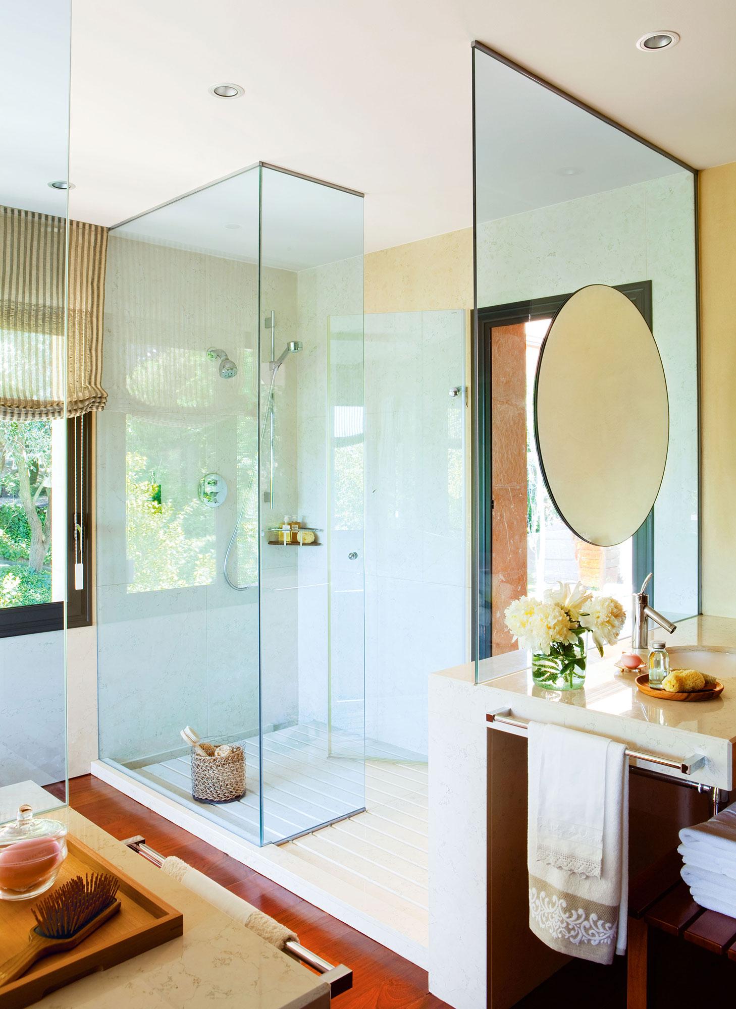 Claves para multiplicar la luz y la claridad del ba o for Cabina de ducha easy