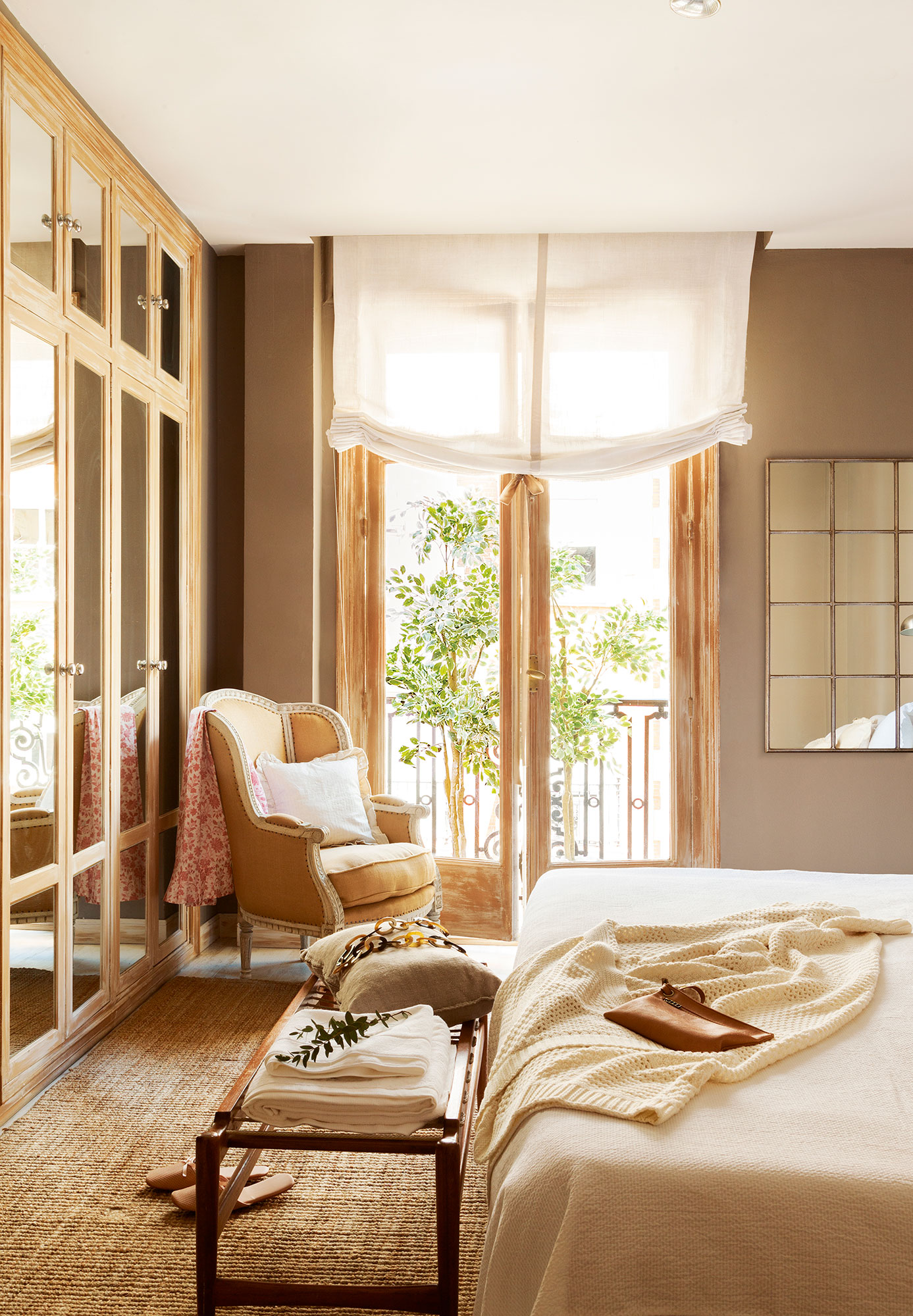 9 ideas para multiplicar la luz del dormitorio for Espejo de pie dormitorio
