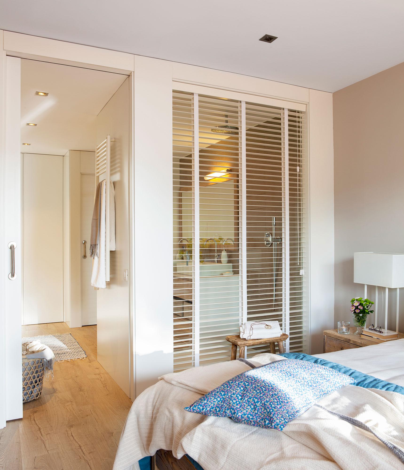 9 ideas para multiplicar la luz del dormitorio - Dormitorio con bano ...