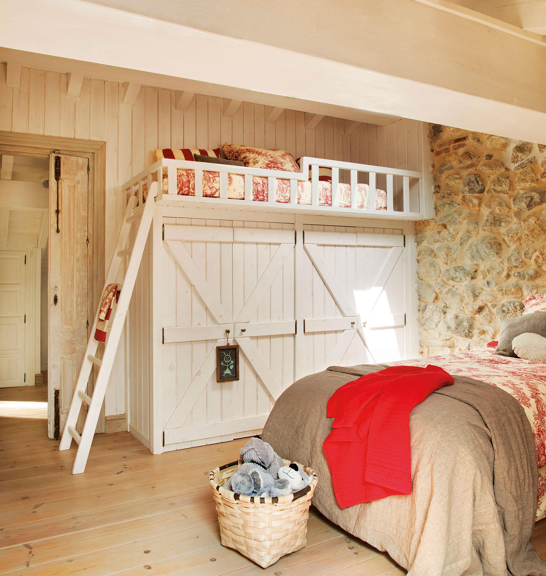 2 habitaciones infantiles bien aprovechadas que multiplican los metros - Cama sobre armario ...