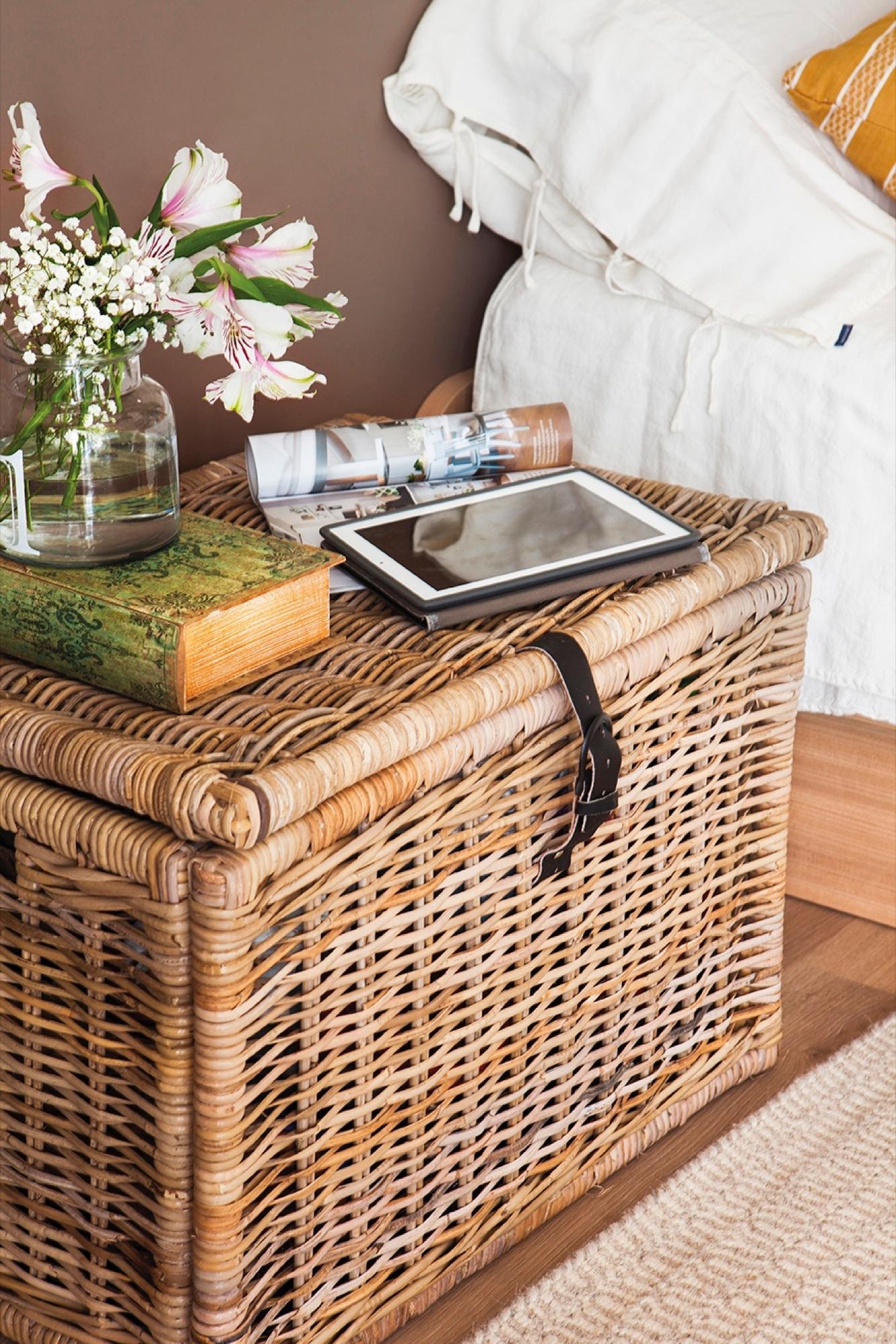 Ideas para reutilizar muebles la casa de una lectora for Sillas para dormitorio ikea