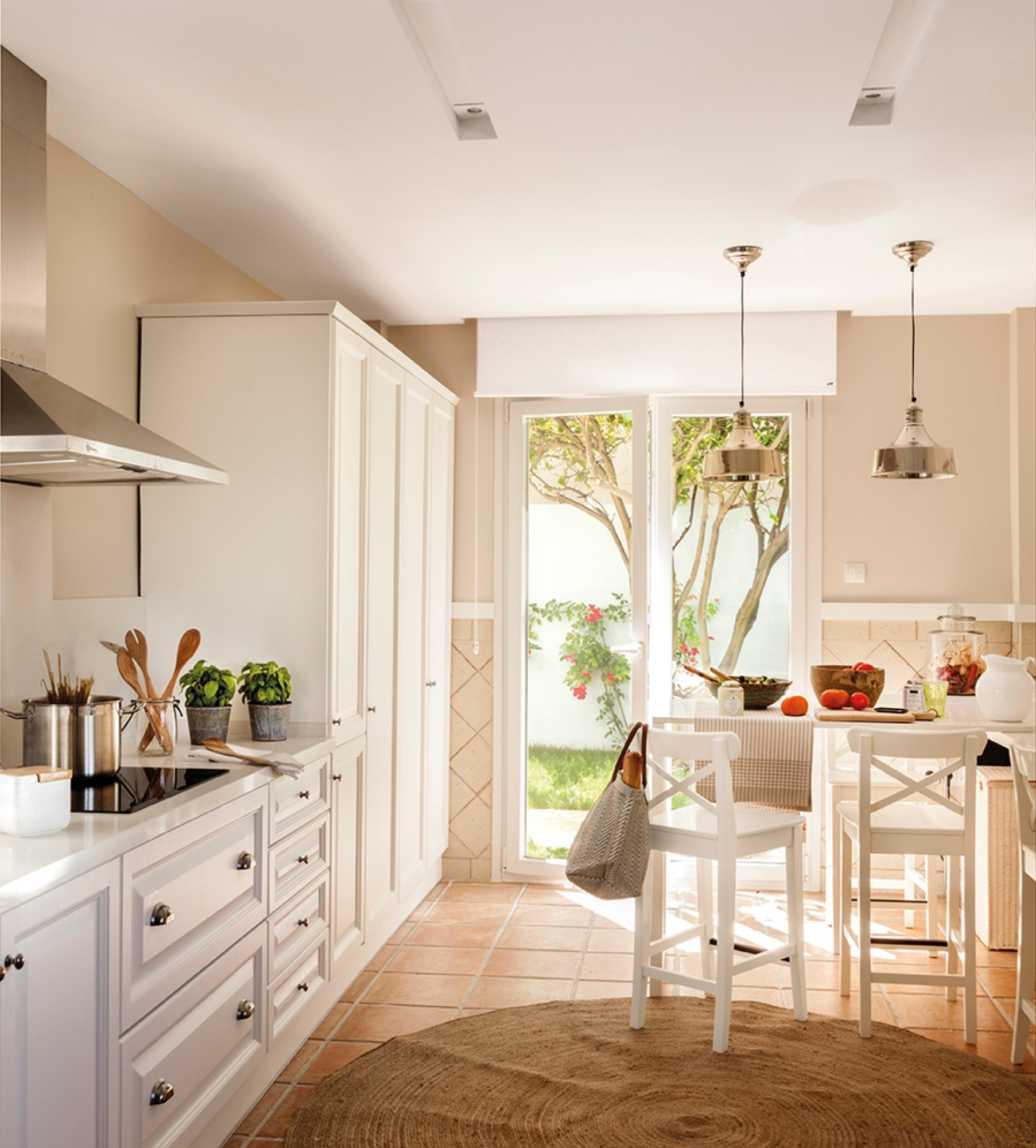 Una casa que pas de triste y oscura a luminosa y muy alegre for Cocinas para jardin