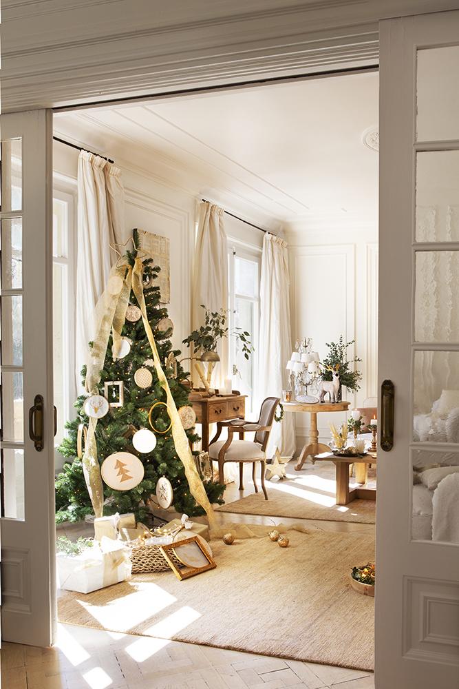 Decora tu casa con toques dorados esta Navidad