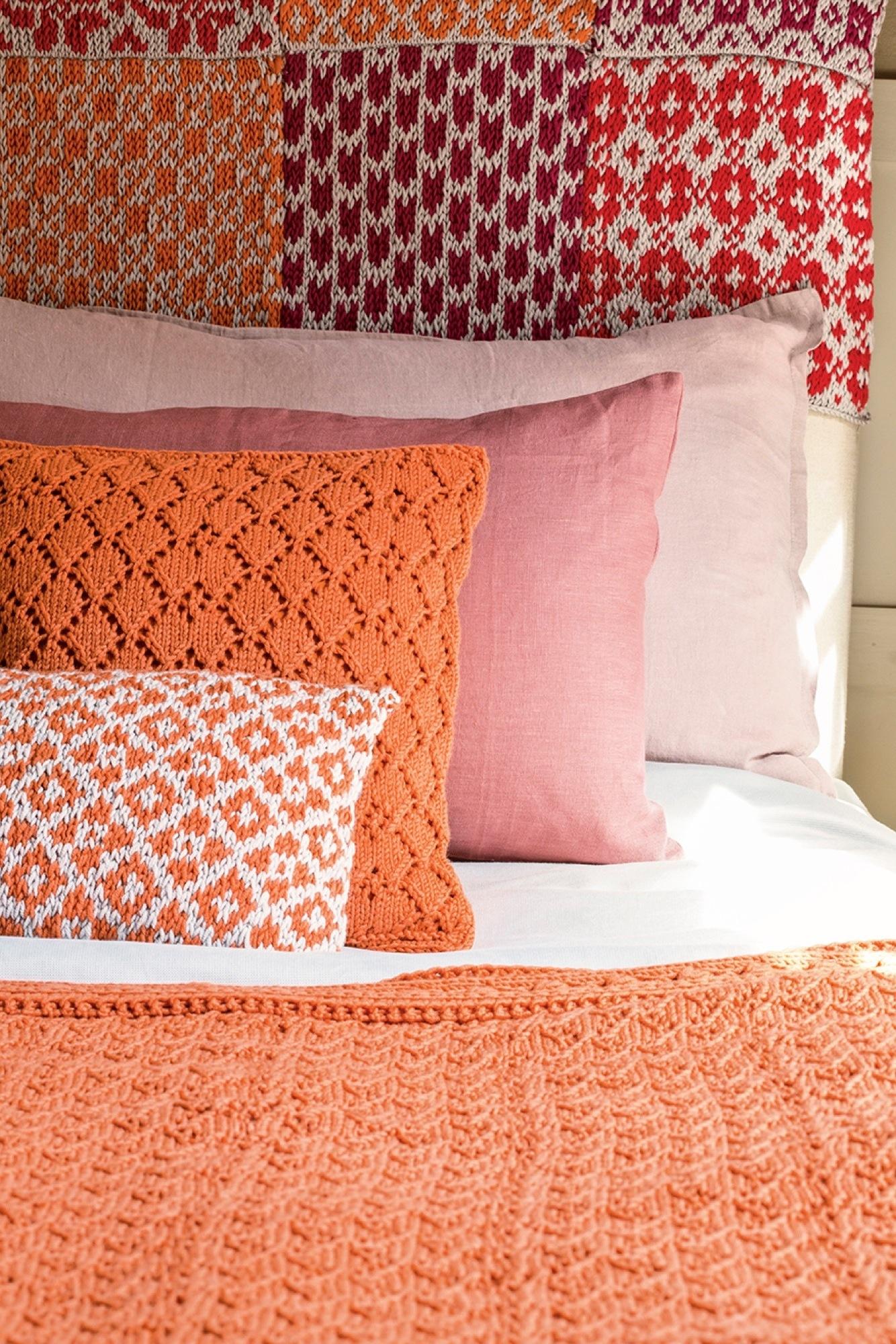 Gu a de uso y disfrute c mo decorar con punto - Decorar cama con cojines ...