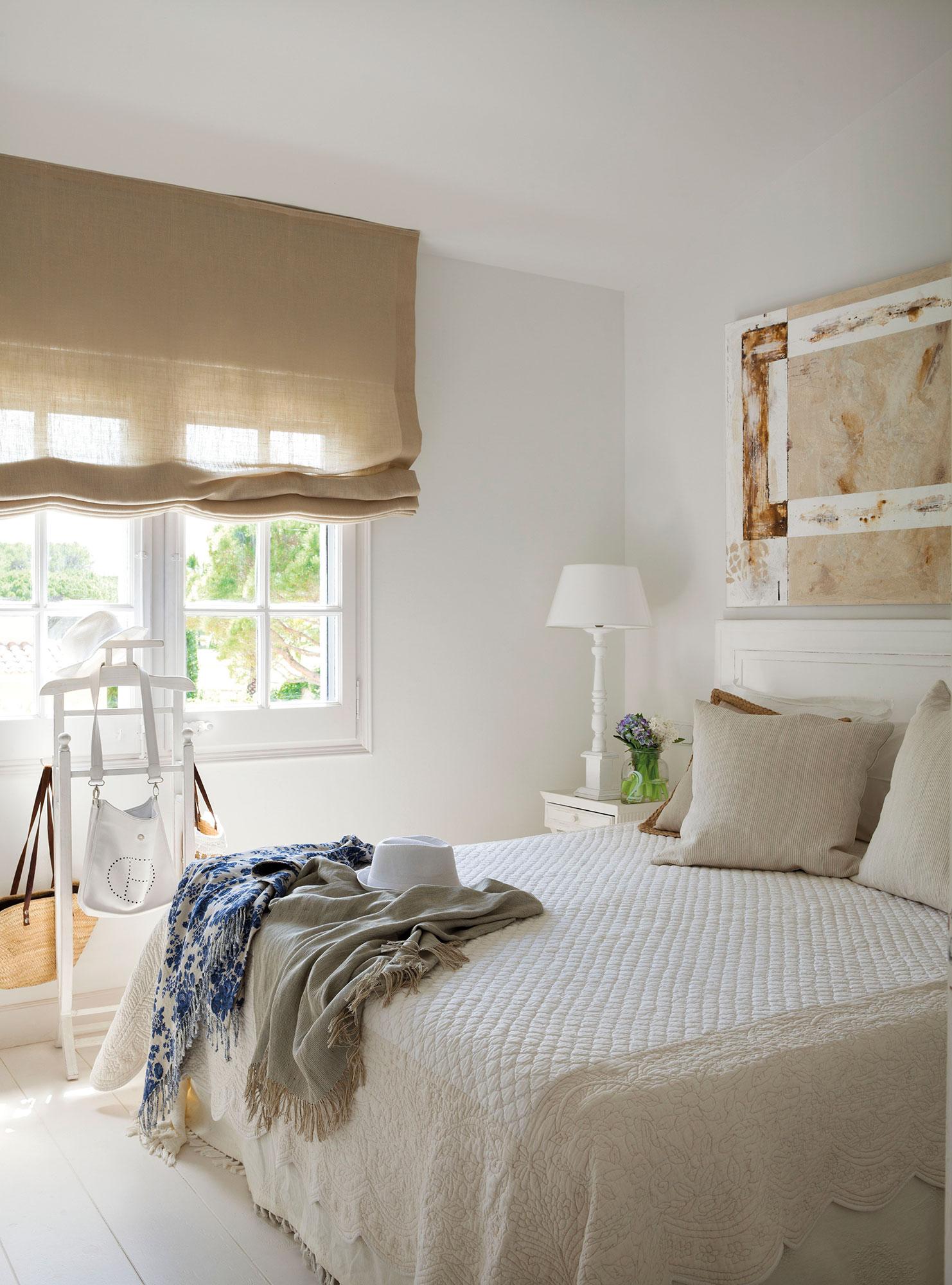 M s de 30 trucos sin obras para ganar metros y amplitud en for Dormitorio blanco y madera