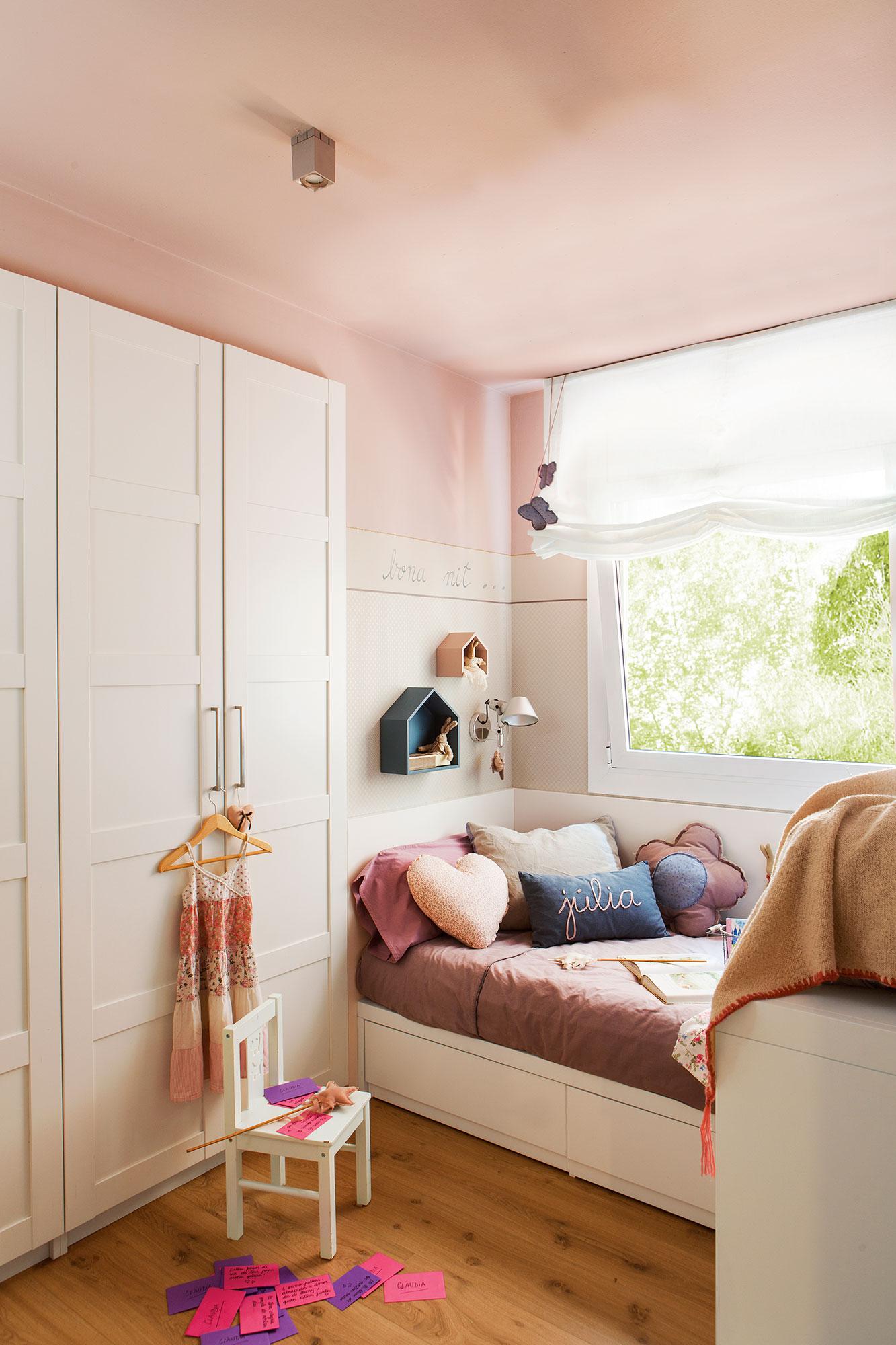 Cama bajo la ventana interesting det with cama bajo la - Armario bajo cama ...
