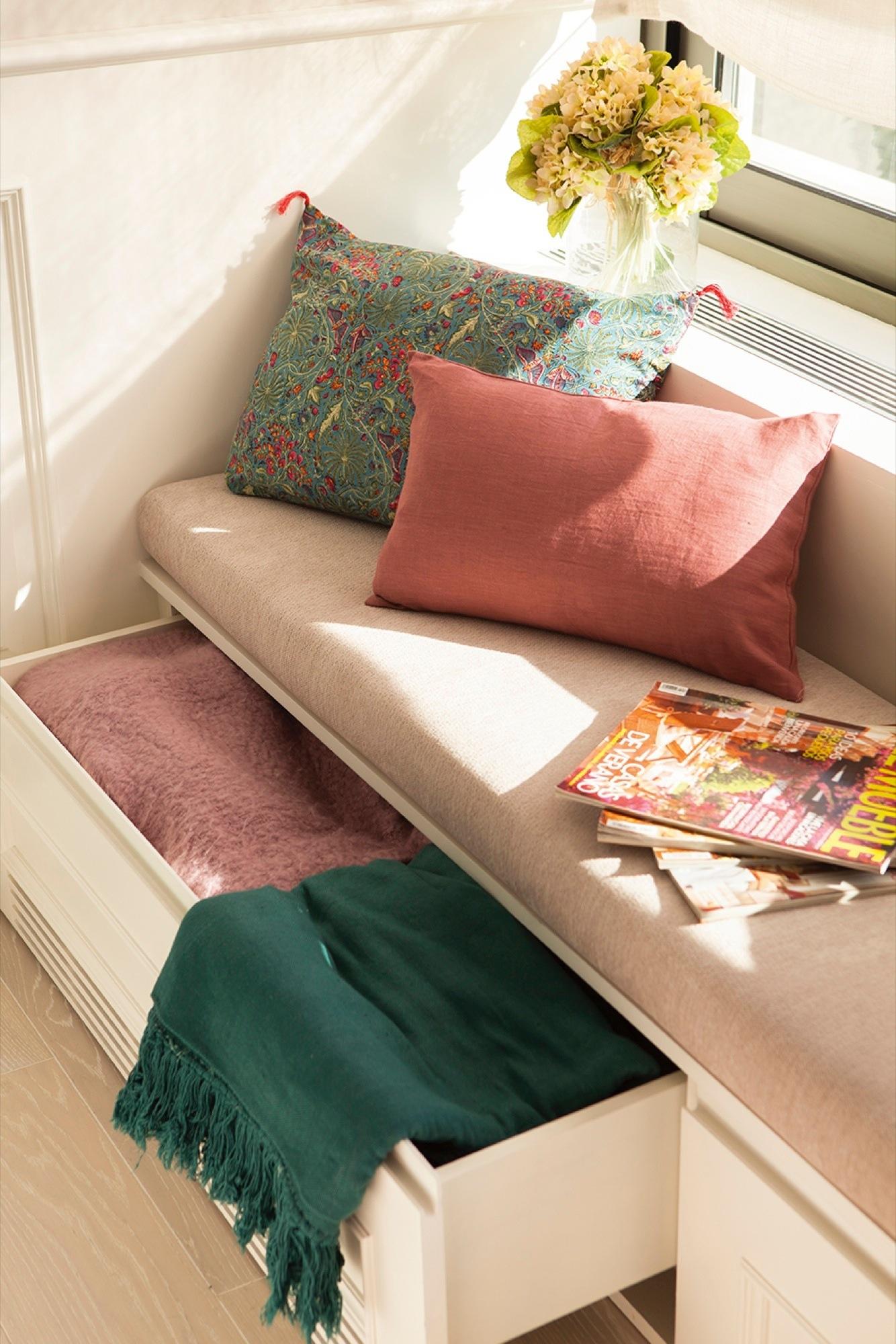 Ideas 2 x 1: muebles a medida bajo la ventana