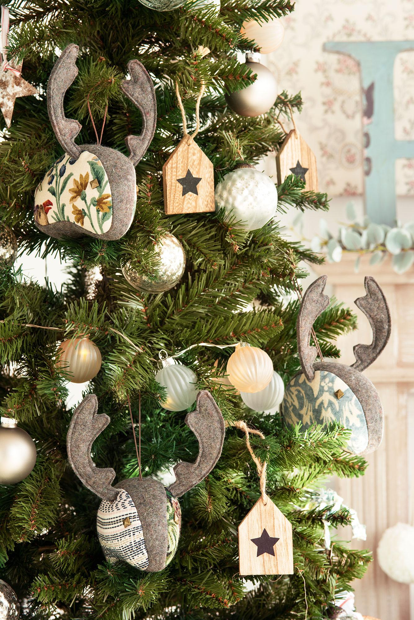 detalles adornos navideos de madera fieltro y tela