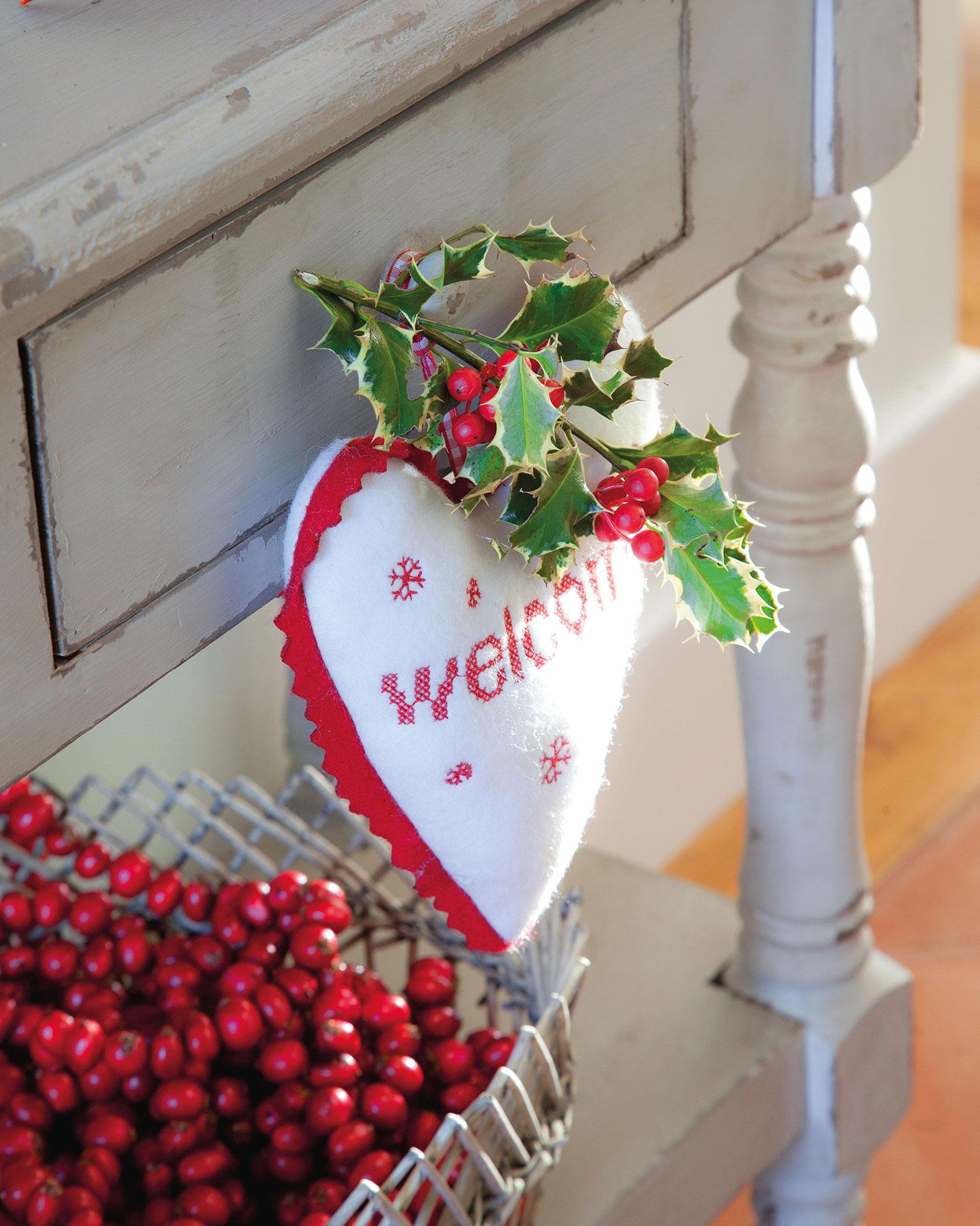 9 colgantes de Navidad de 5 cm dise/ño de coraz/ón color rojo verde y blanco