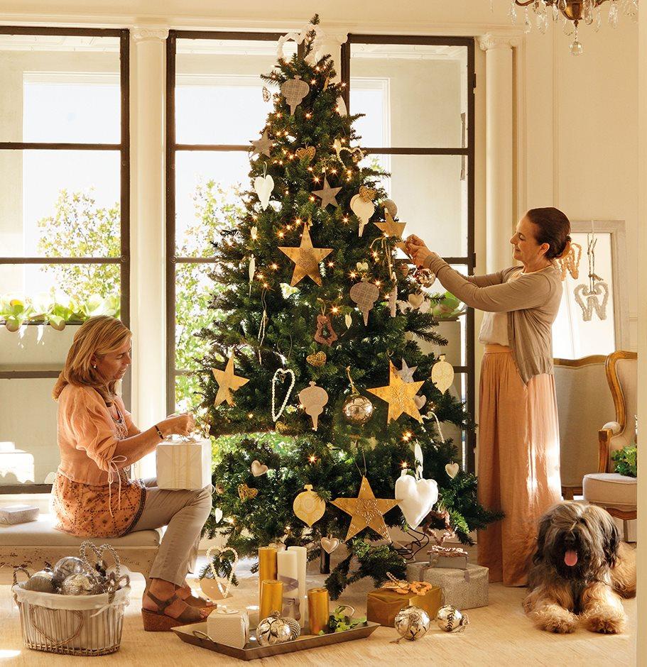 Estas navidades que no falte el oro y el plata for Muebles decorados de navidad