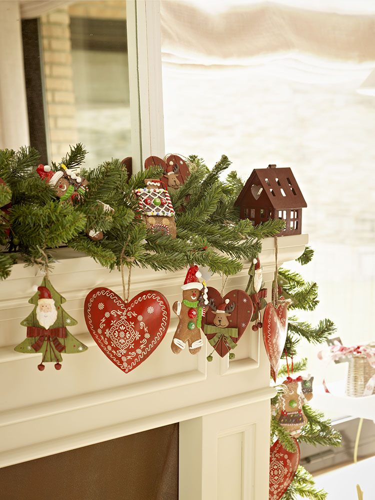 Guirnaldas y coronas 15 manualidades de navidad para decorar for Guirnaldas para puertas navidenas
