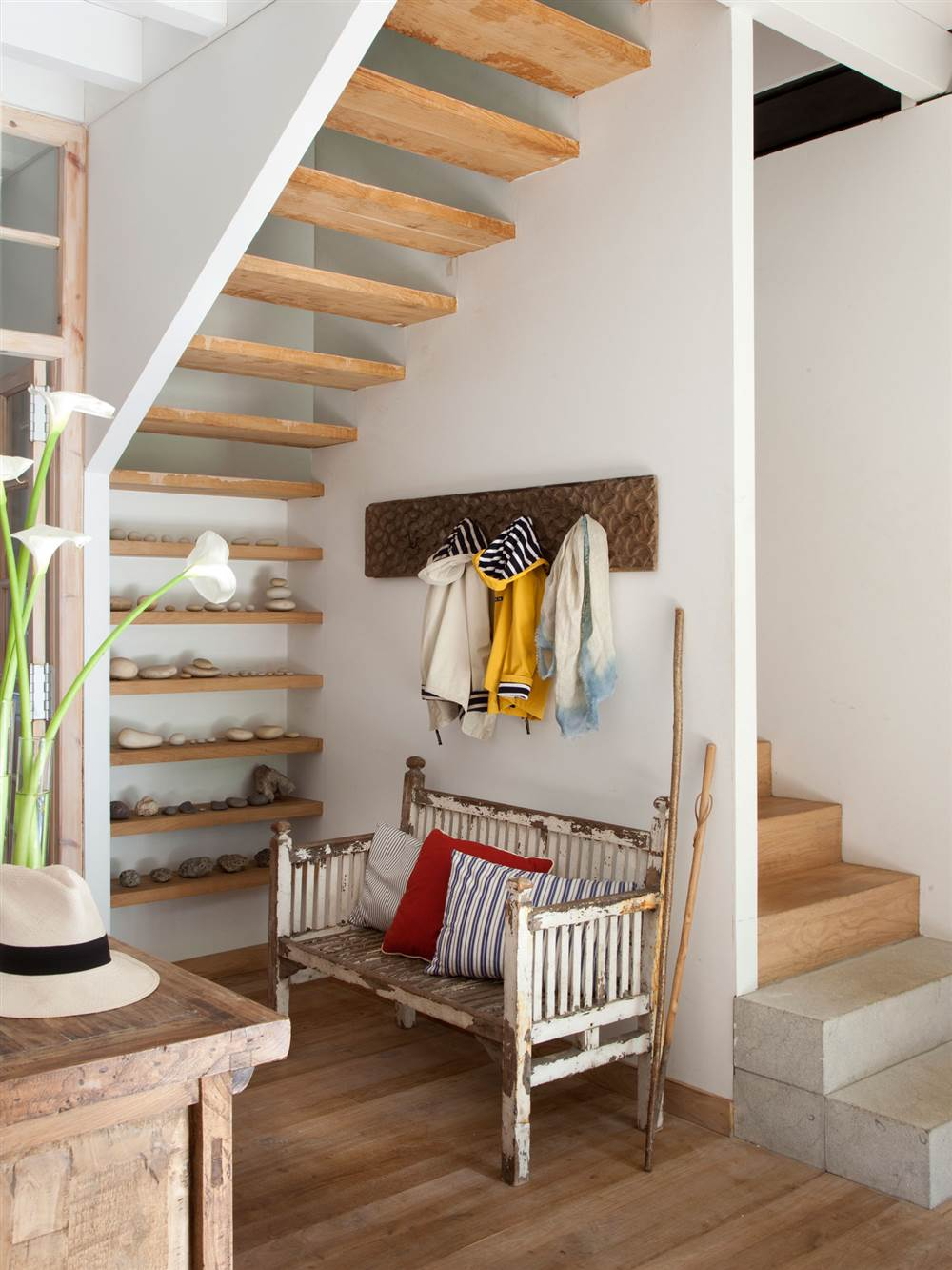 Aprovecha el hueco bajo la escalera for Escaleras duplex fotos