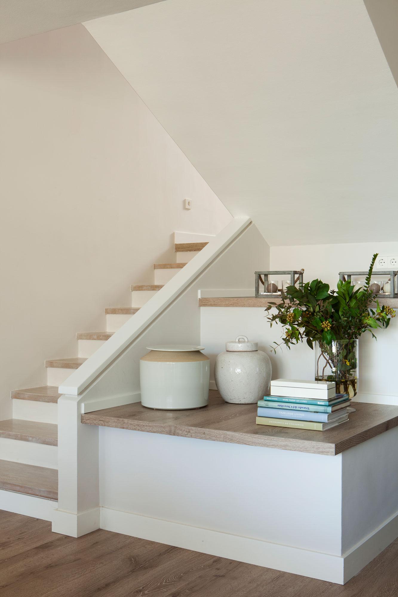 Aprovecha el hueco bajo la escalera for Como iluminar una escalera
