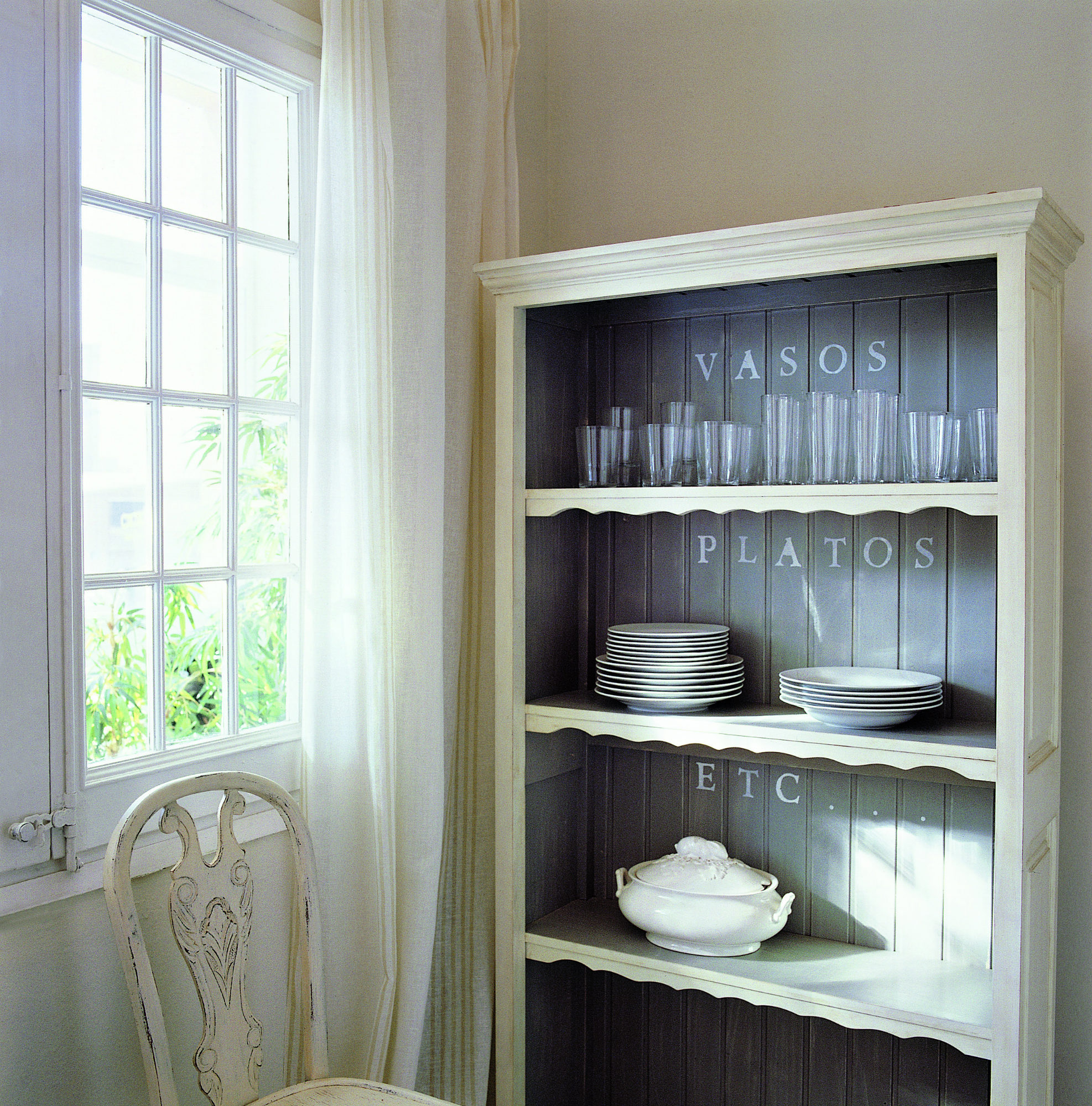 El vajillero perfecto donde guardar y ordenar tu vajilla y cristaler a - Ideas para poner fotos ...