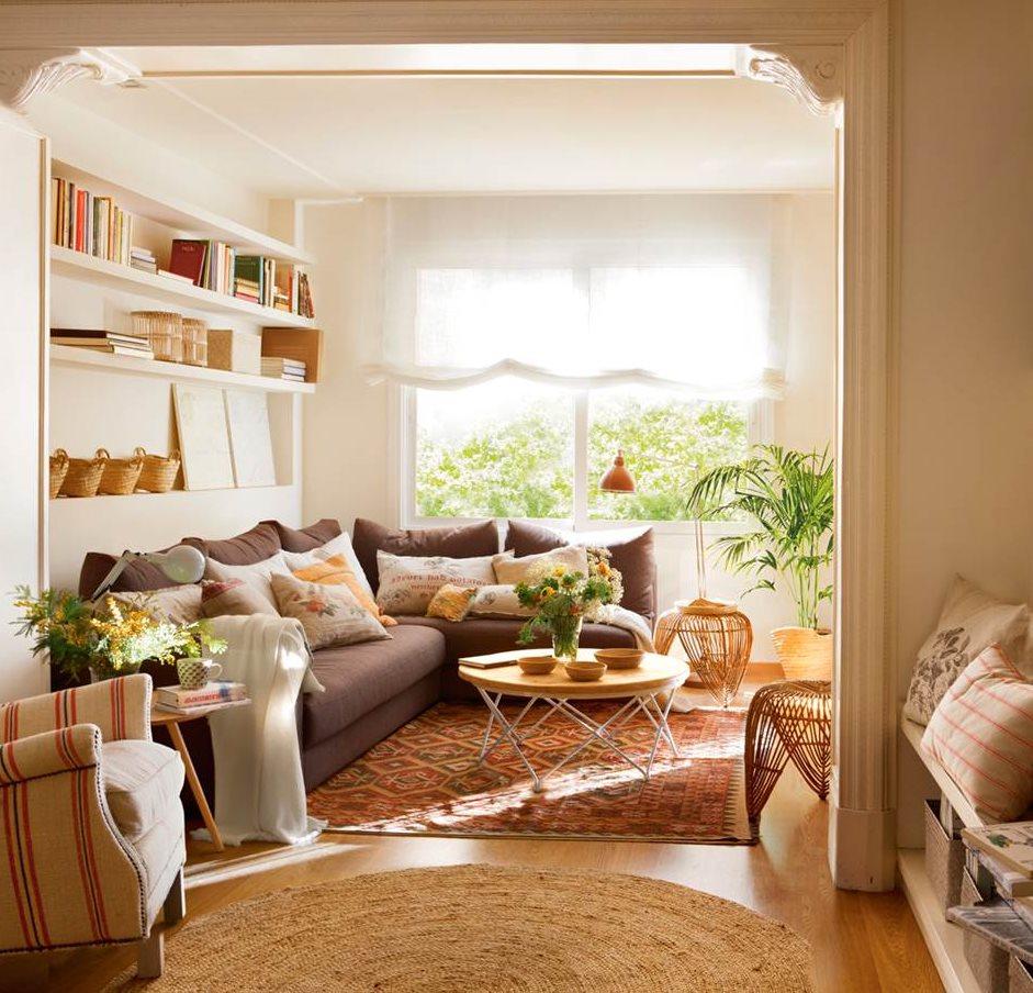 Salones peque os con muebles que aprovechan cada cent metro for Se puede poner una chimenea en un piso