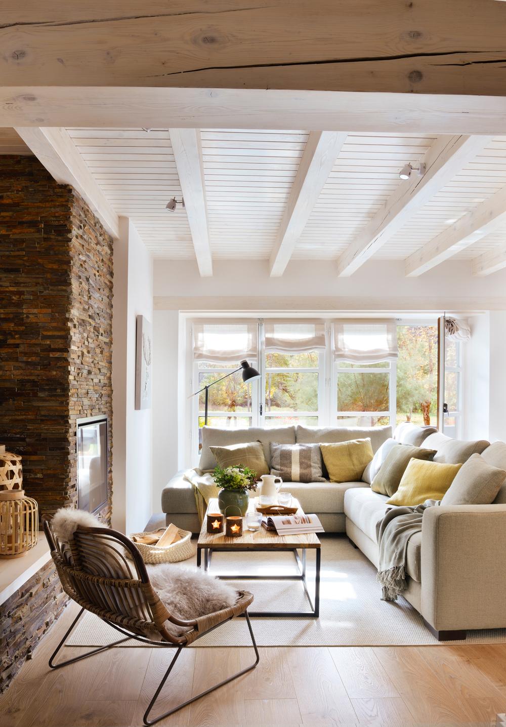 Salones peque os con muebles que aprovechan cada cent metro - Chimeneas para pisos ...
