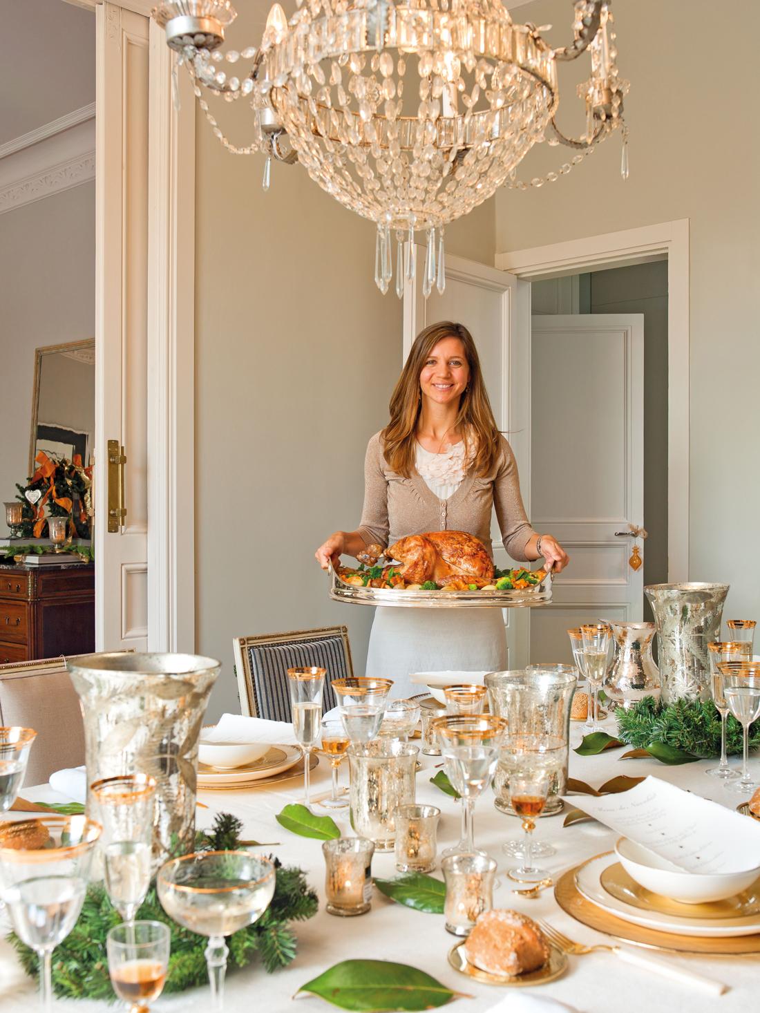 C mo decorar la mesa de navidad for Como decorar una sala larga y angosta