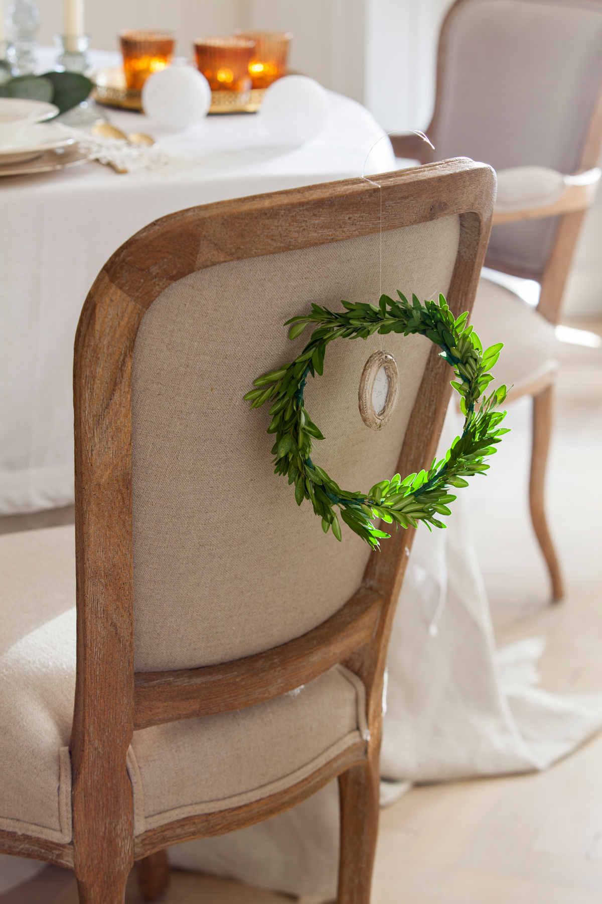 00417889 O. Silla con corona vegetal y marco de fotos pequeño para Navidad (417889)