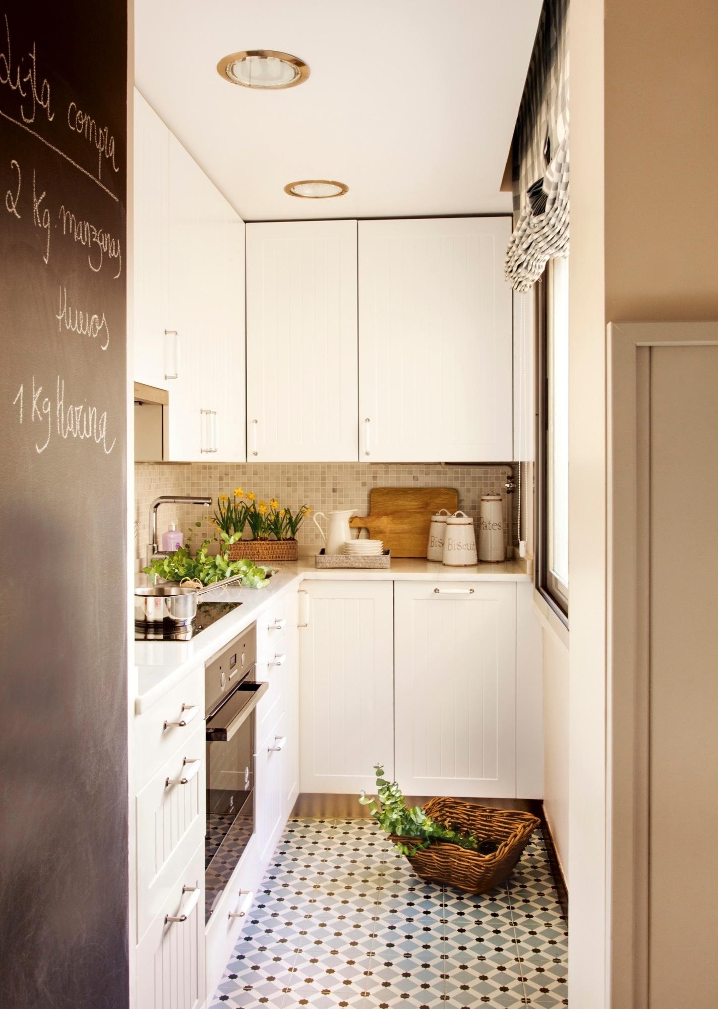 cocina mini con mobiliario en blanco - Cocinas Rectangulares