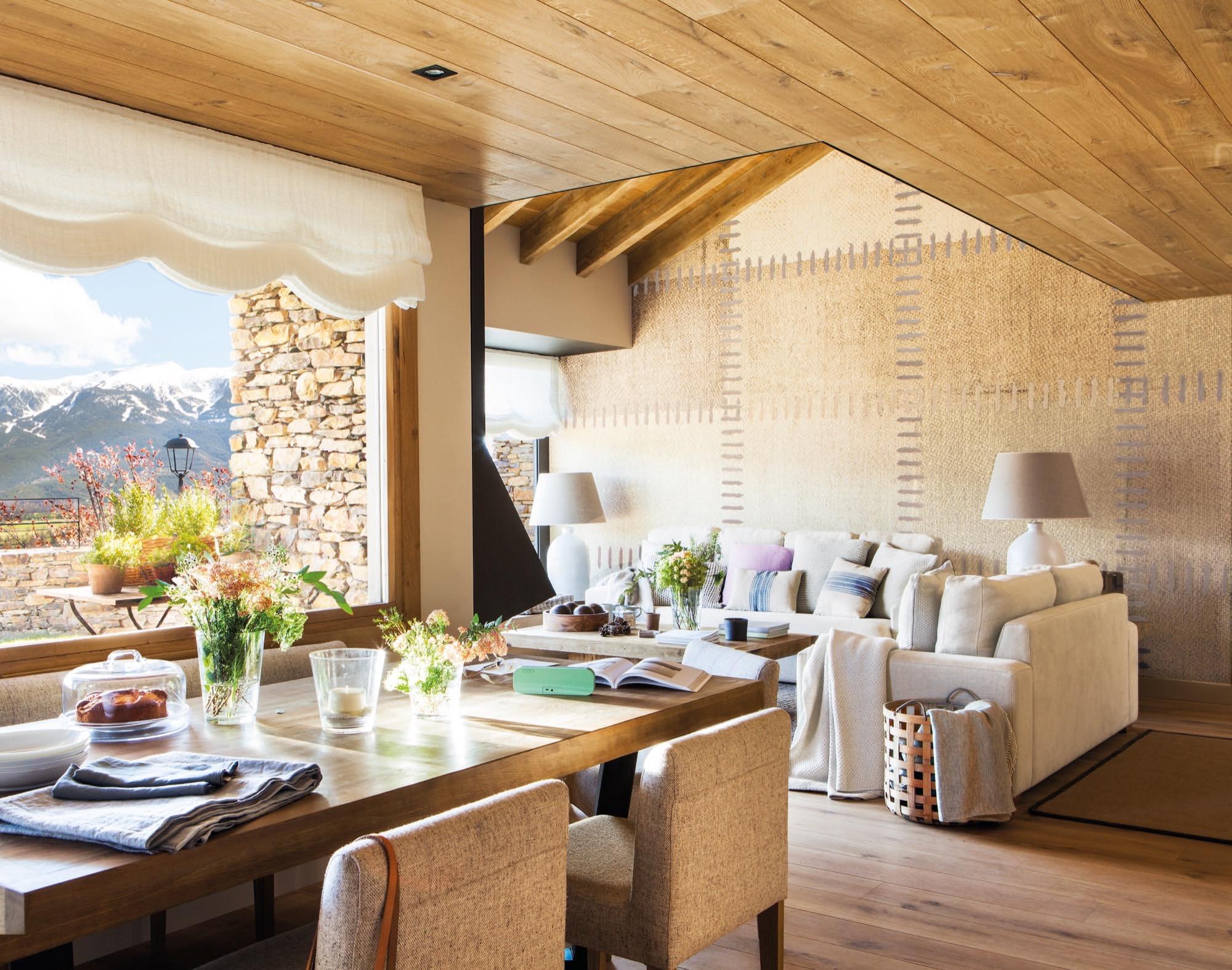 Una casa de monta a c lida acogedora y muy abrigada en la for Plato de decoracion marroqui salon 2014