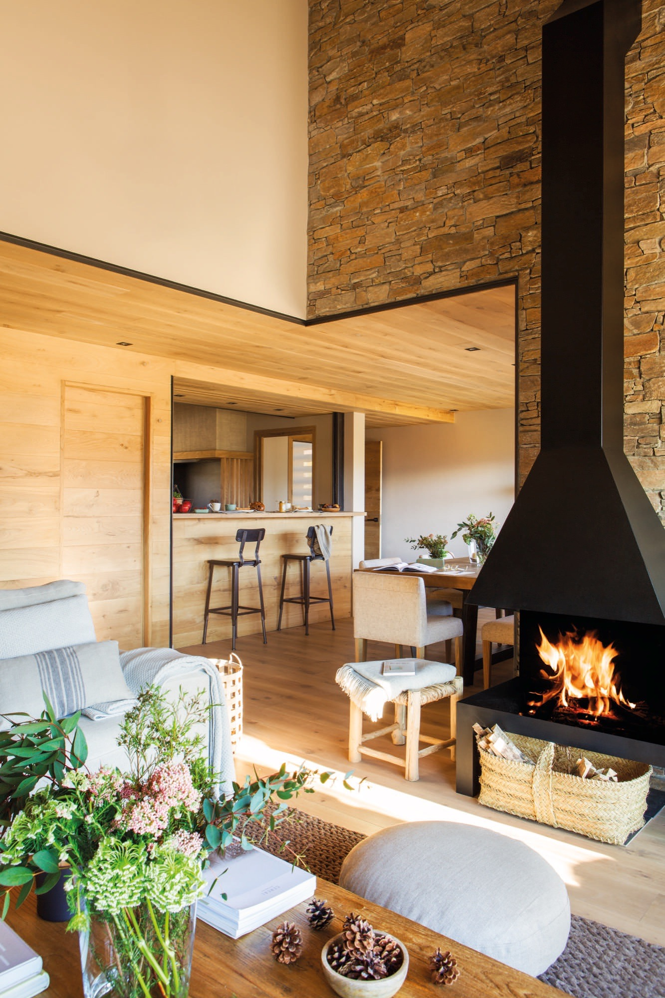 Una casa de monta a c lida acogedora y muy abrigada en la - Salones de casas rusticas ...