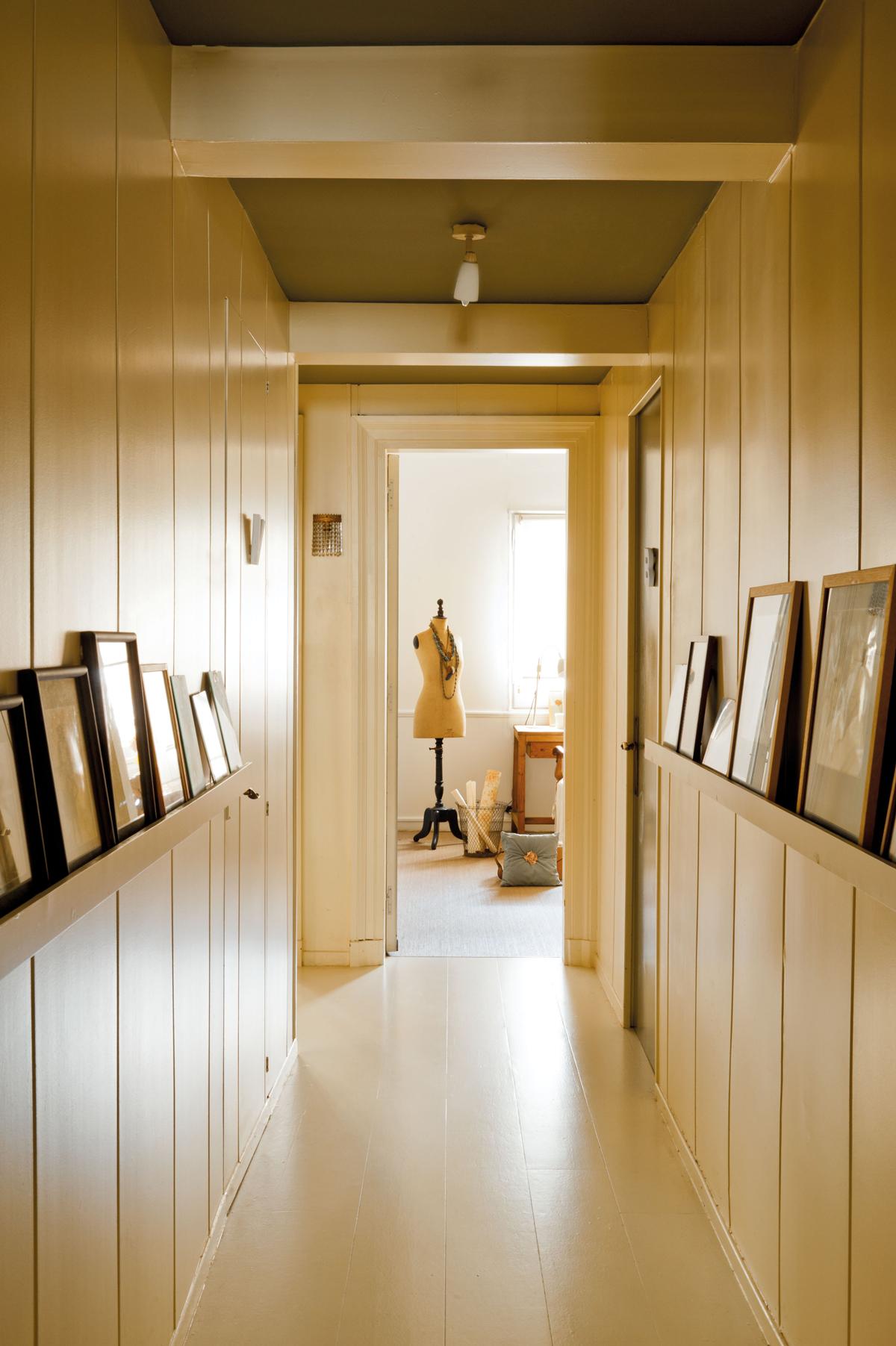 Ideas para decorar tu recibidor - Pasillos con zocalo ...