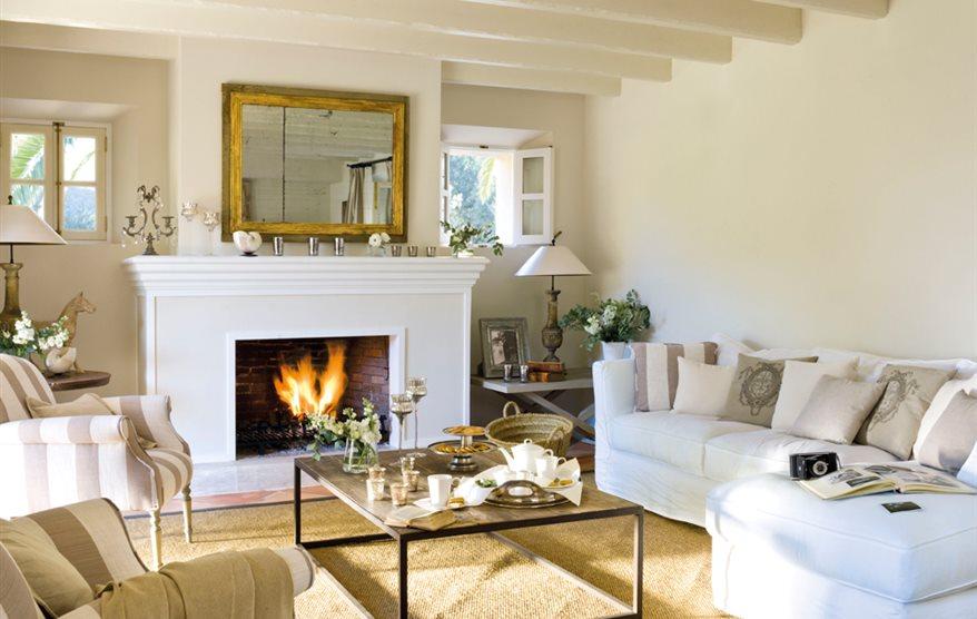 15 salones con chimenea para el invierno - Como decorar un salon grande ...
