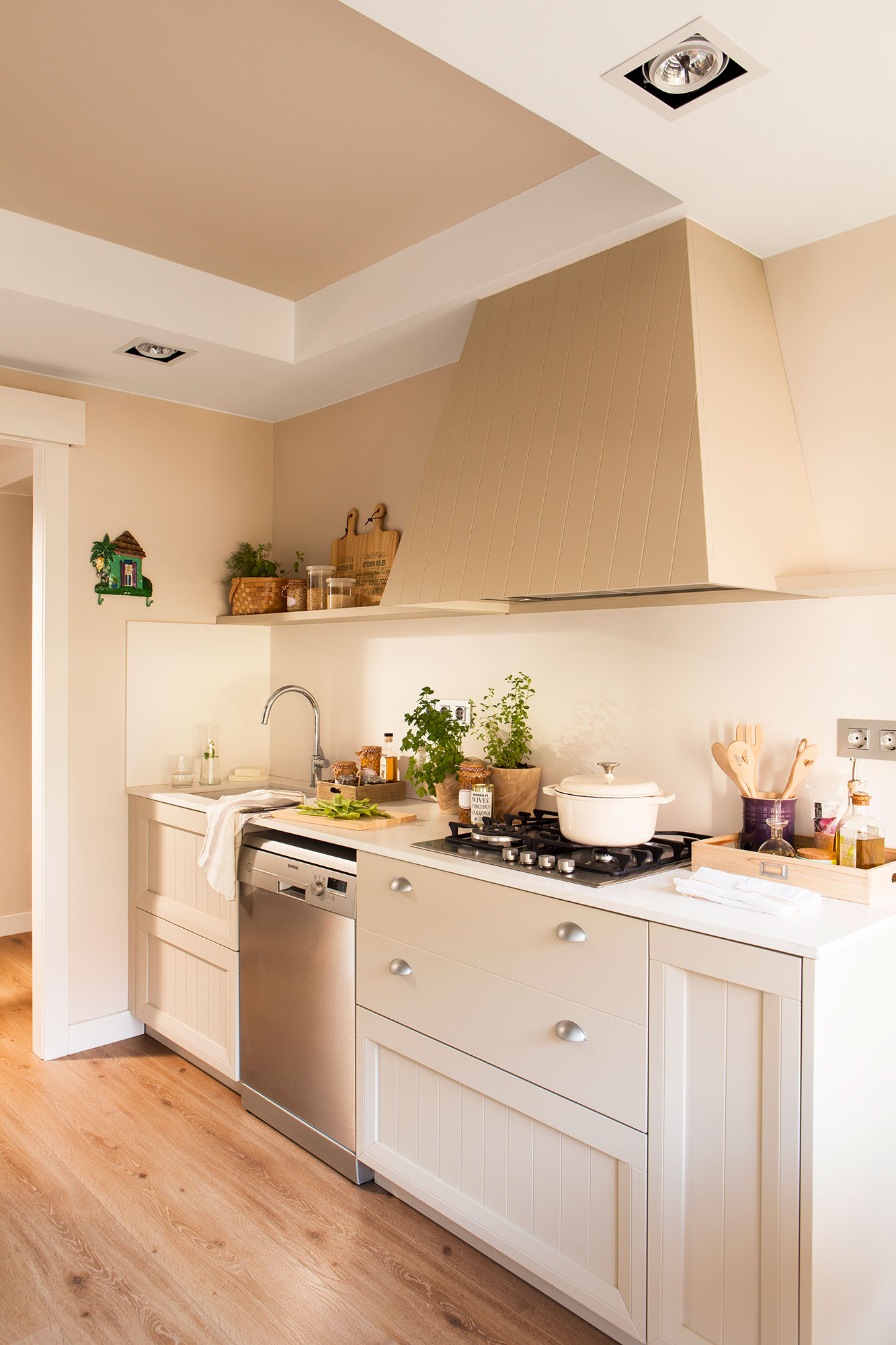 Renovar la cocina sin obras 10 reformas low cost for Muebles cocina chica