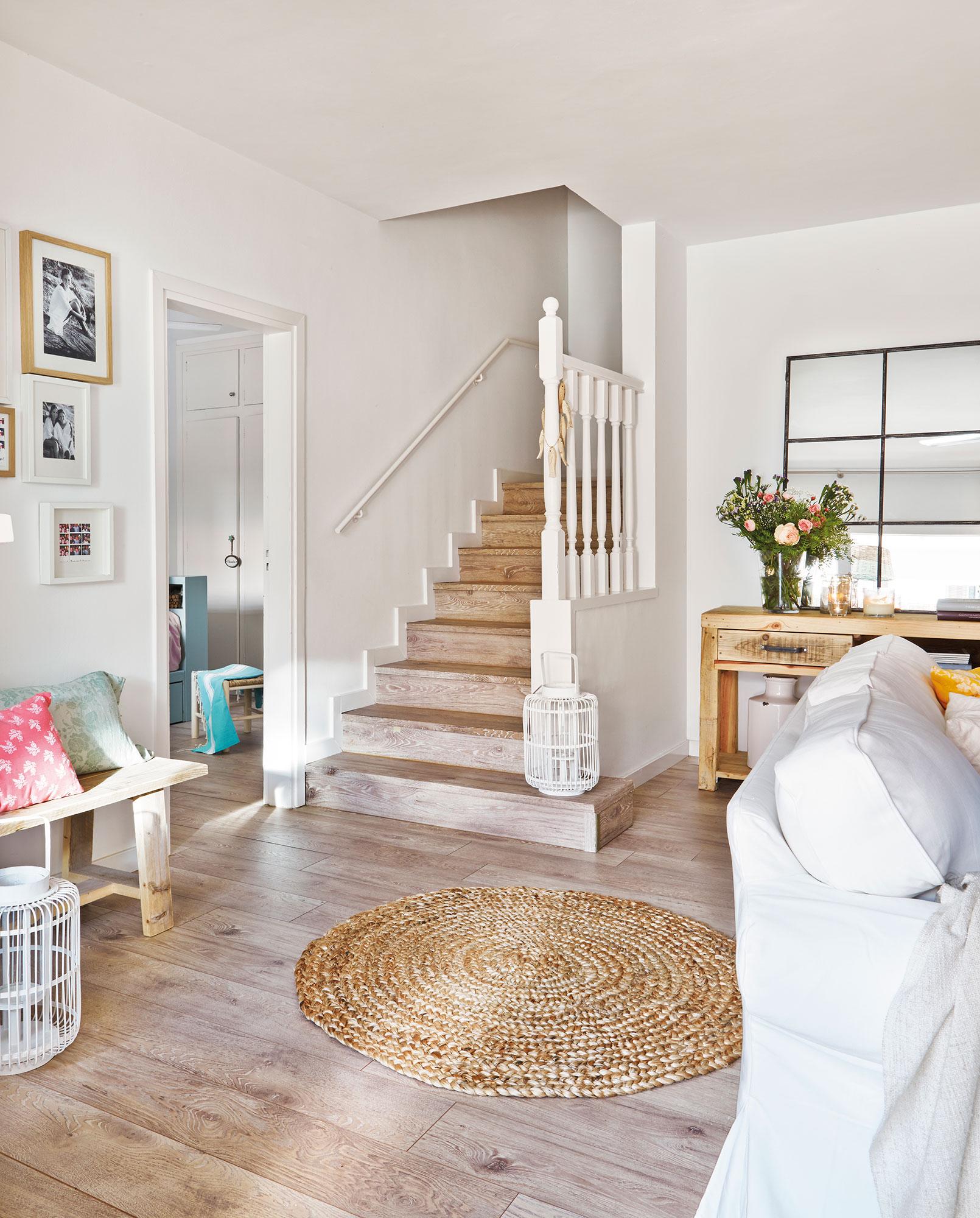 Parquet c mo elegirlo de madera o laminado seg n ventajas for Salones con escaleras interiores