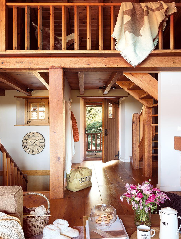 Una caba a de piedra y madera de pino for Modelo de casa x dentro