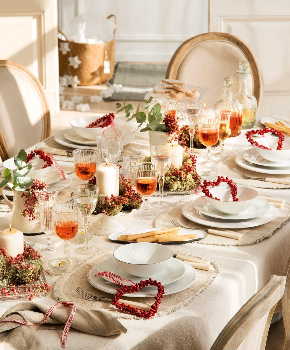 Mesas decoradas para celebrar la navidad for Mesa de navidad elegante