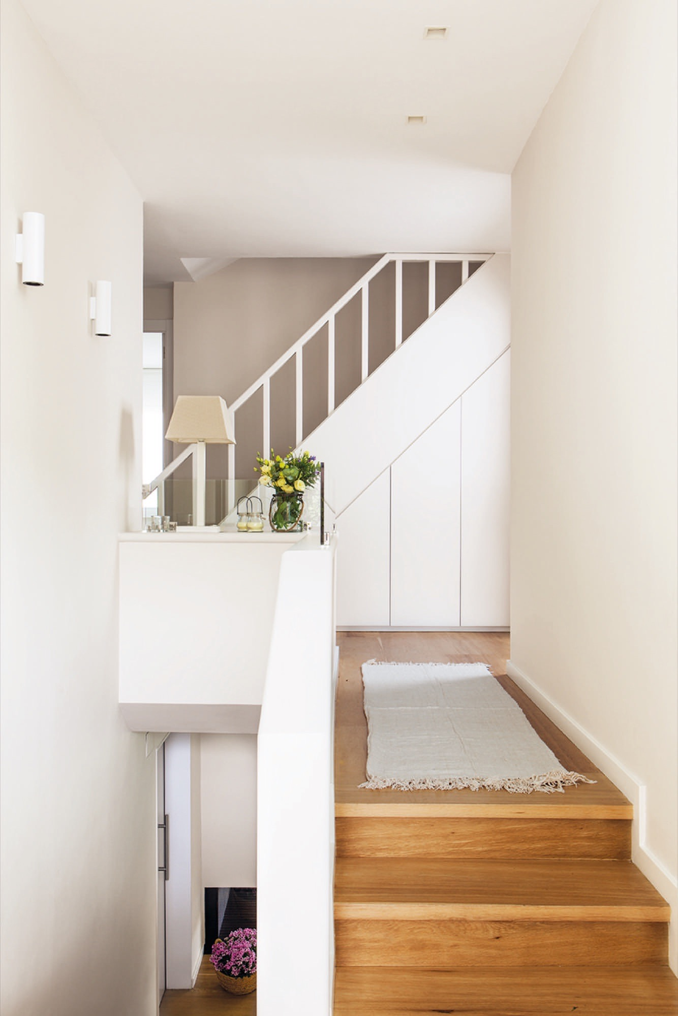 Una casa luminosa que vivi una segunda oportunidad for Escaleras de adorno