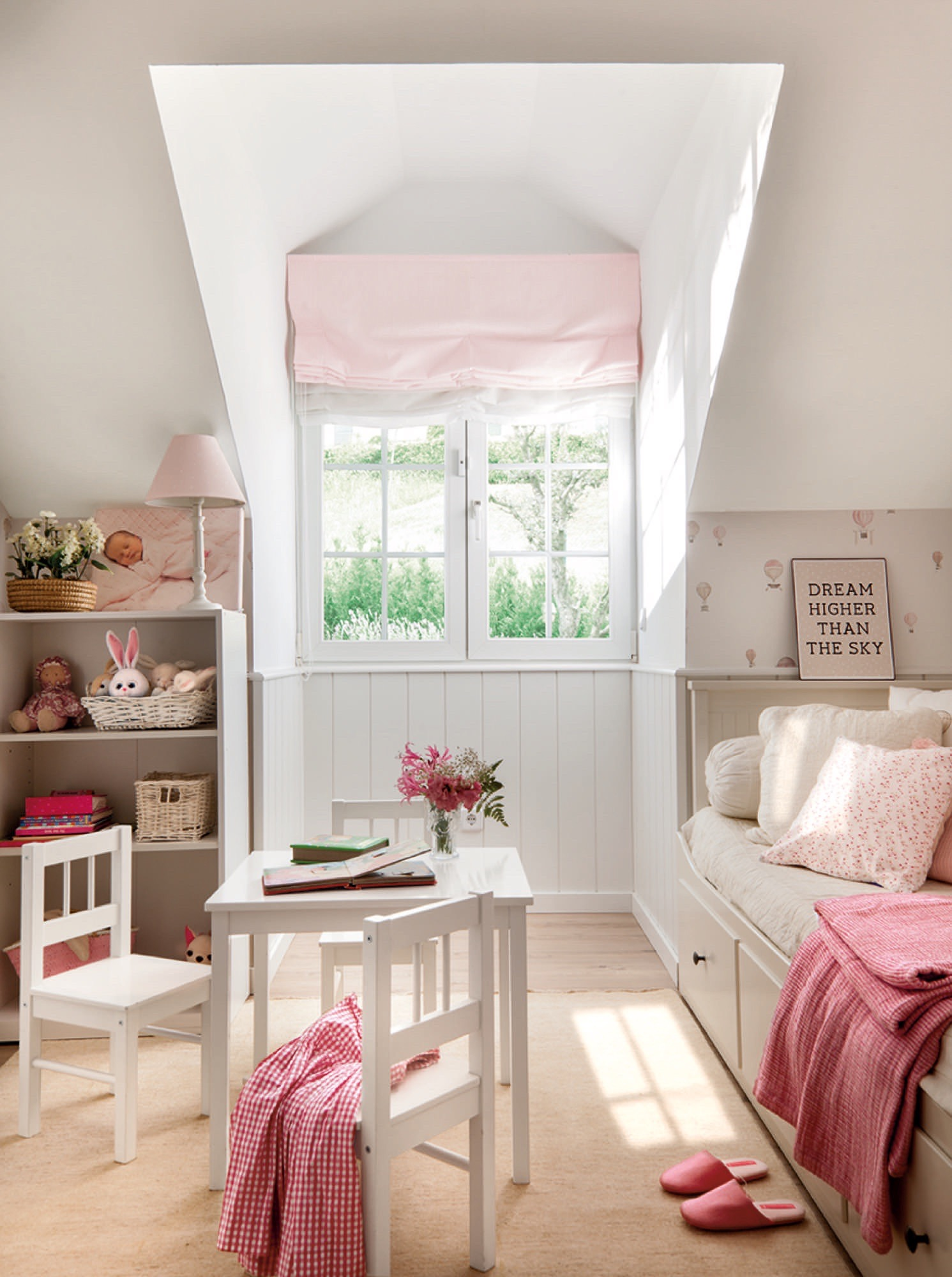 Una gran casa para una familia numerosa - Dormitorio malva ...