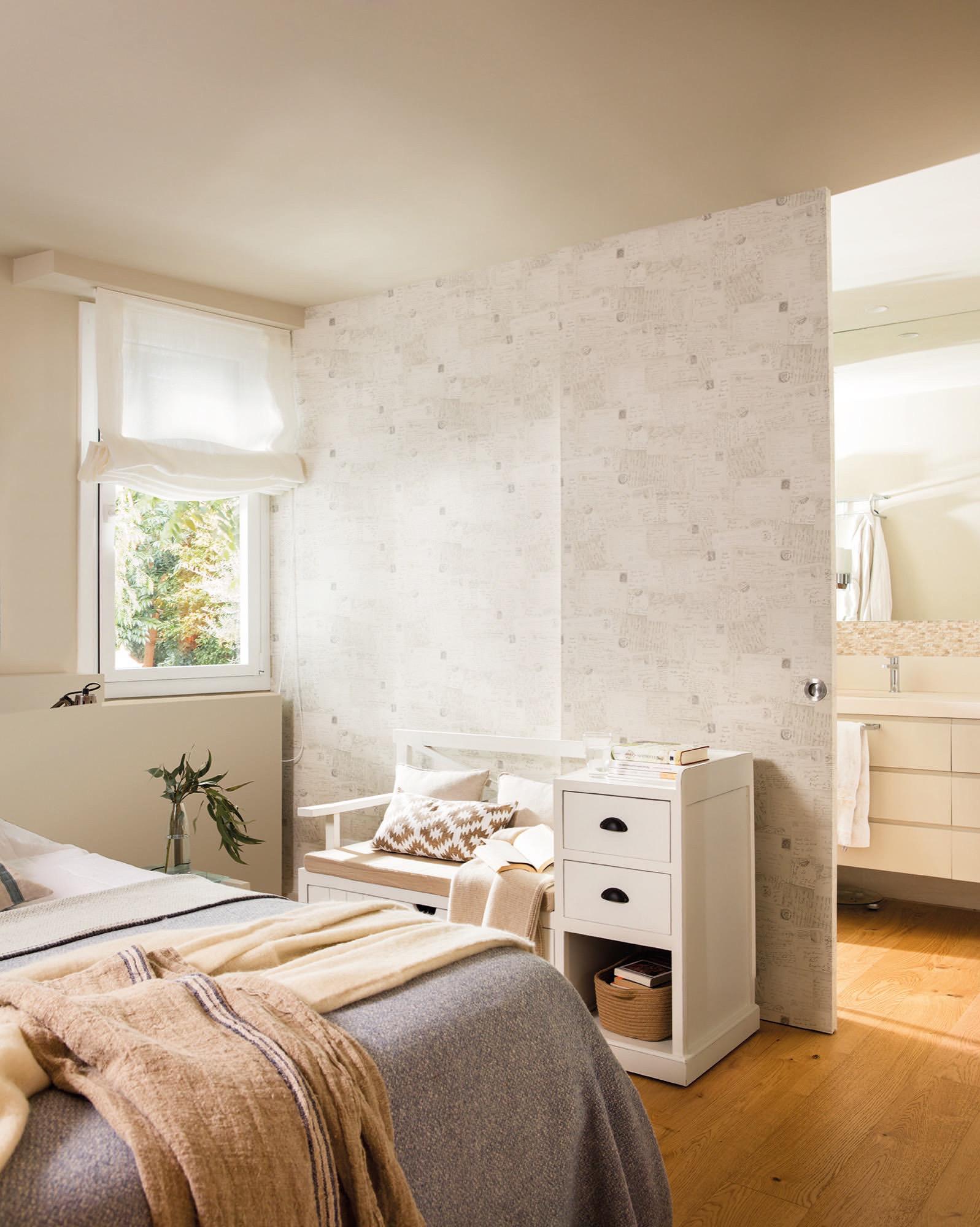 Un piso grande en barcelona para una familia numerosa for Papel pintado puertas