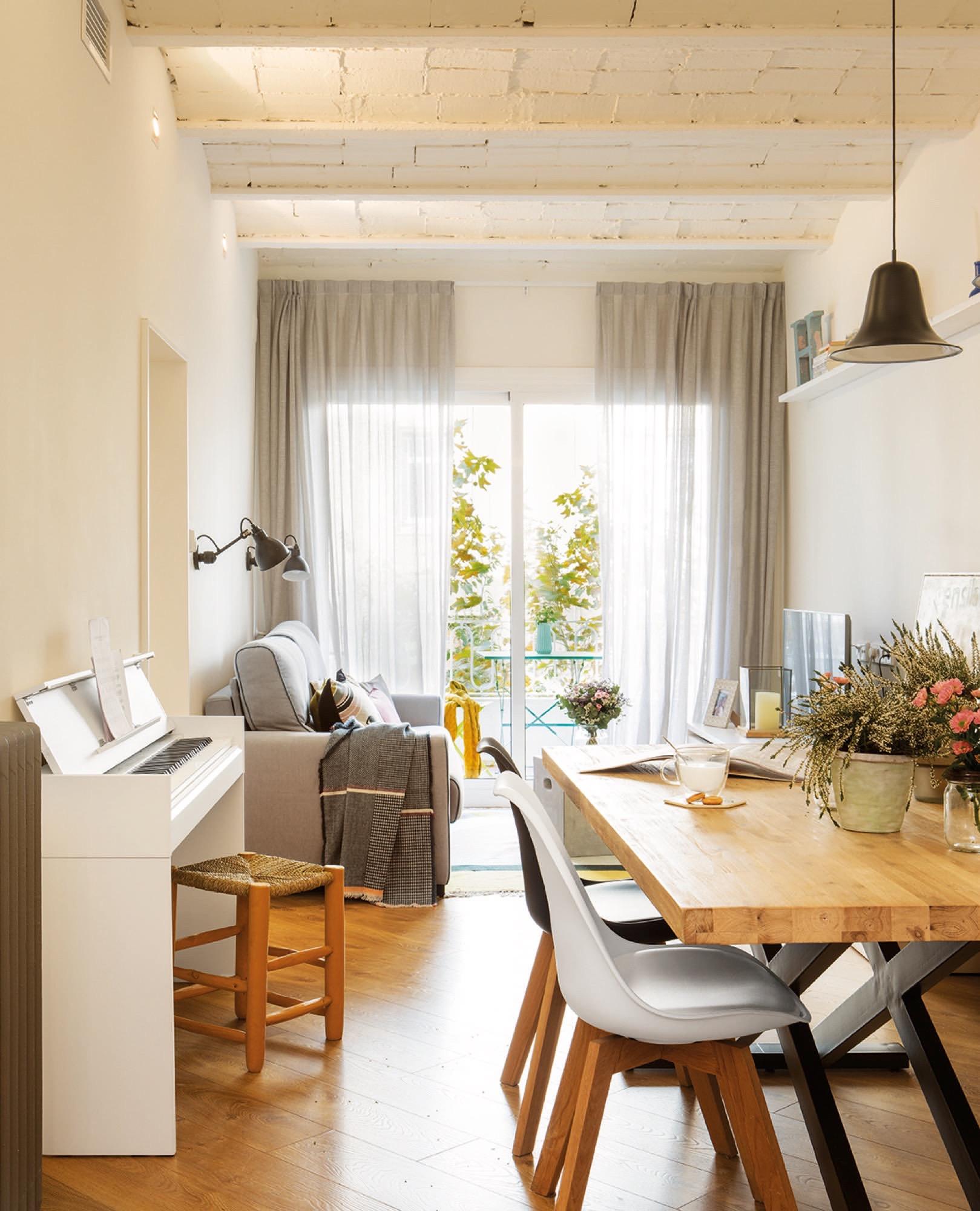 80 metros muy bien aprovechados for Como decorar un living comedor pequeno rectangular