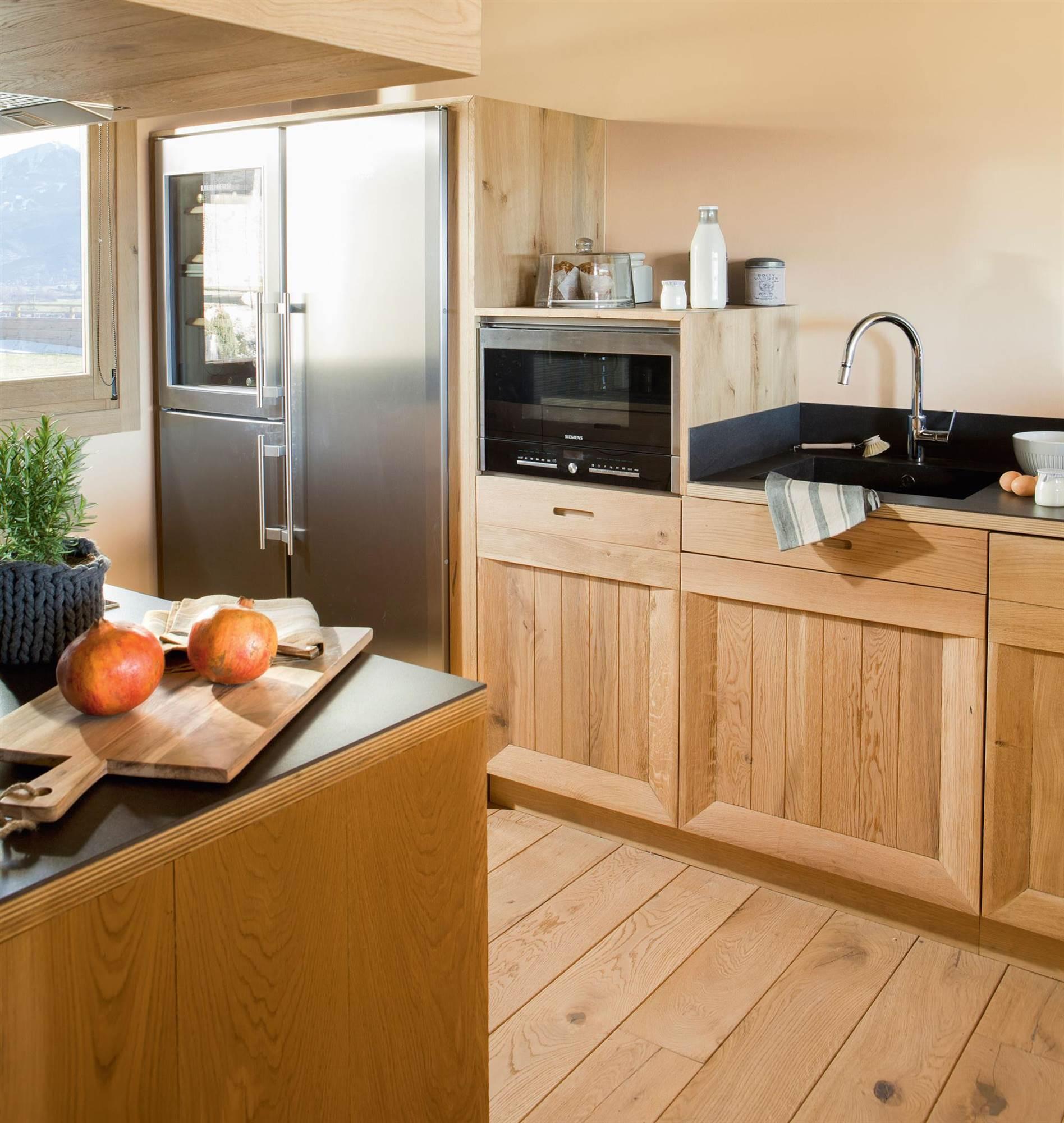 00397949. Cocina con mobiliario de madera_00397949